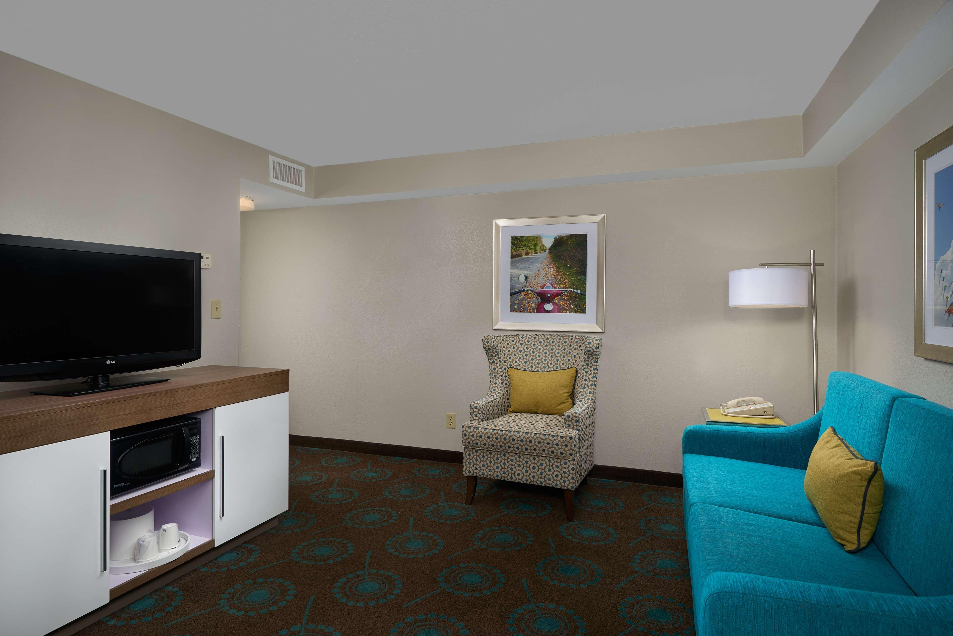 Hampton Inn Goldsboro image 17