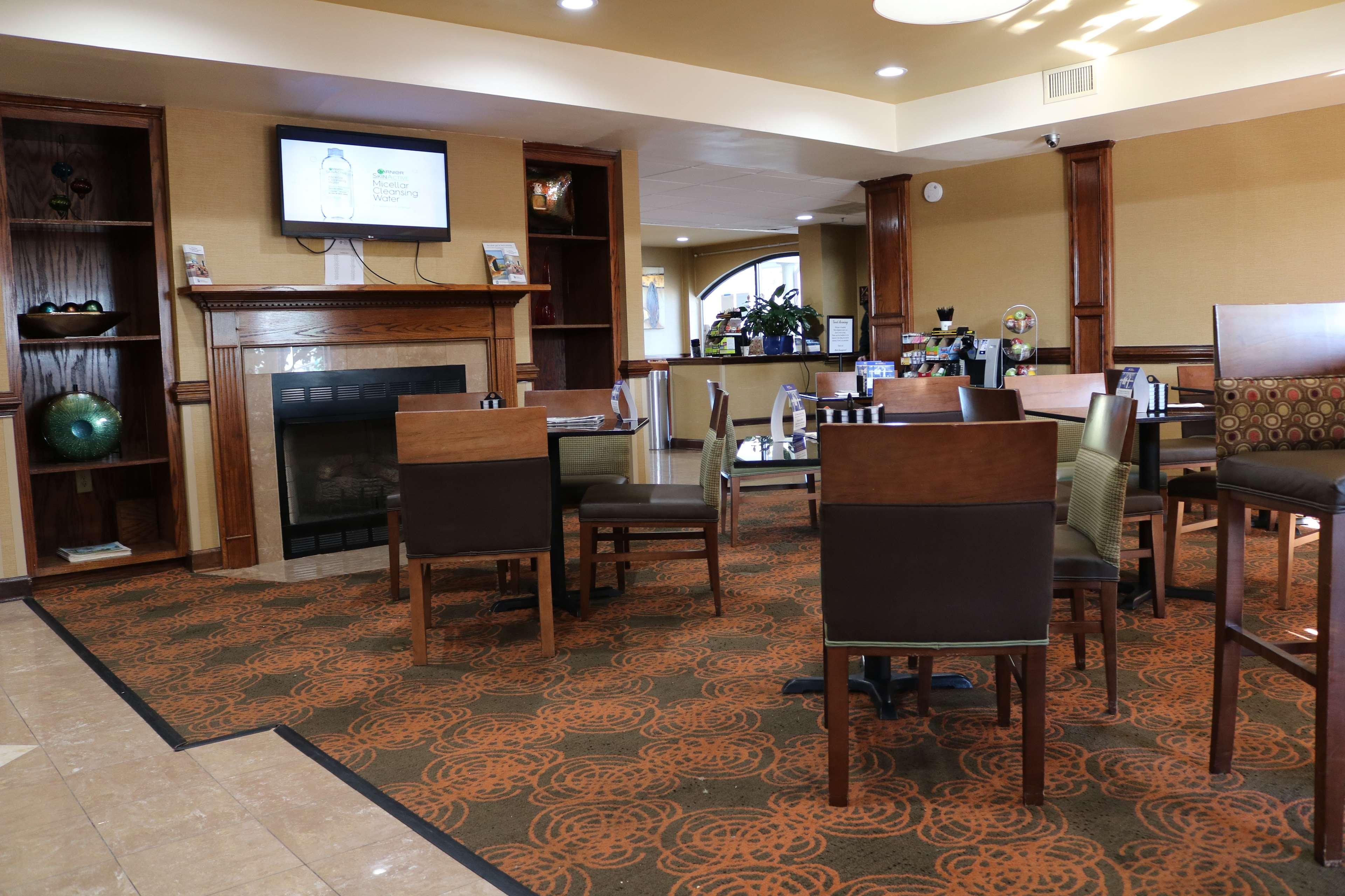 Best Western Plus Greensboro Airport Hotel image 27
