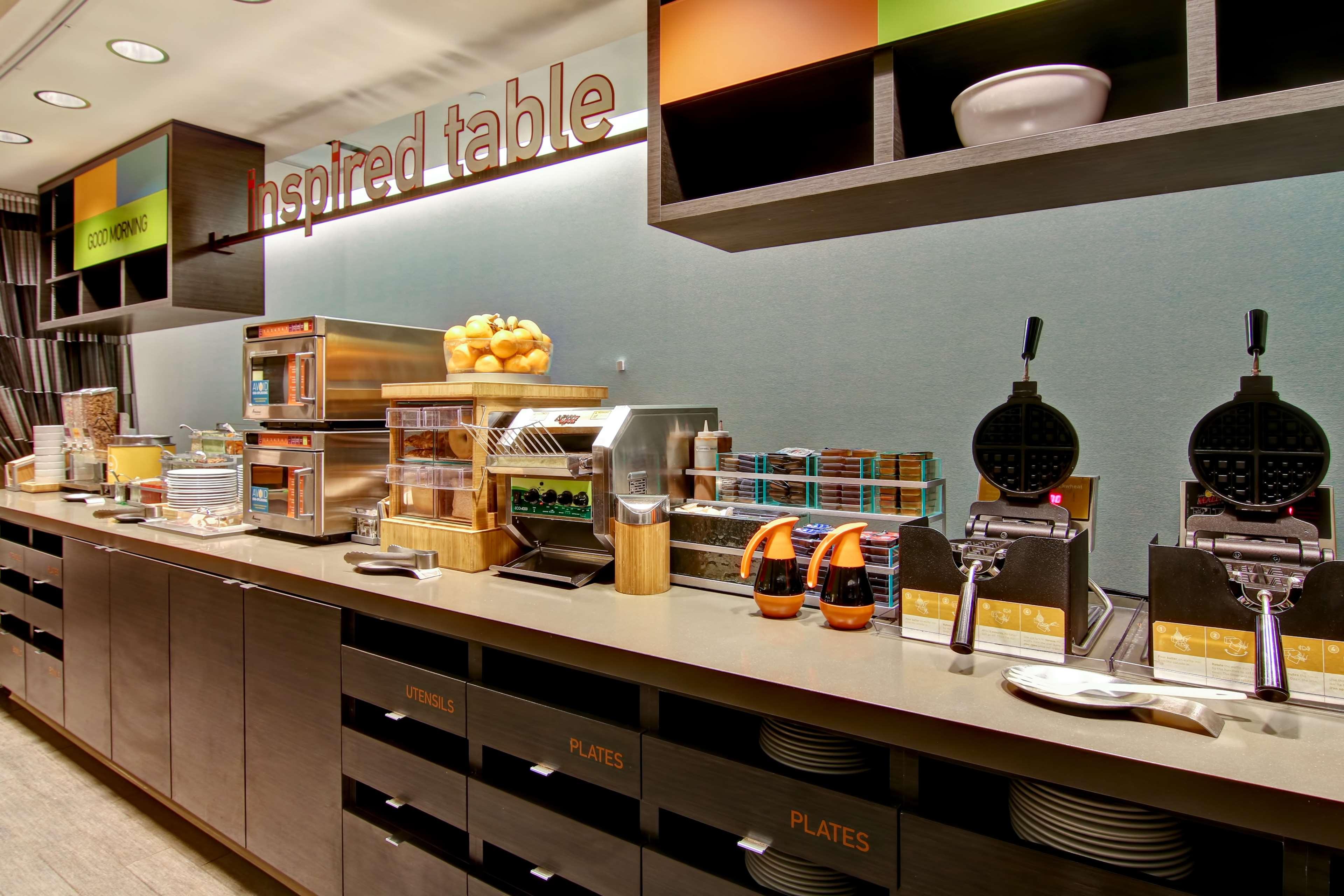 Home2 Suites by Hilton West Edmonton, Alberta, Canada in Edmonton: Restaurant