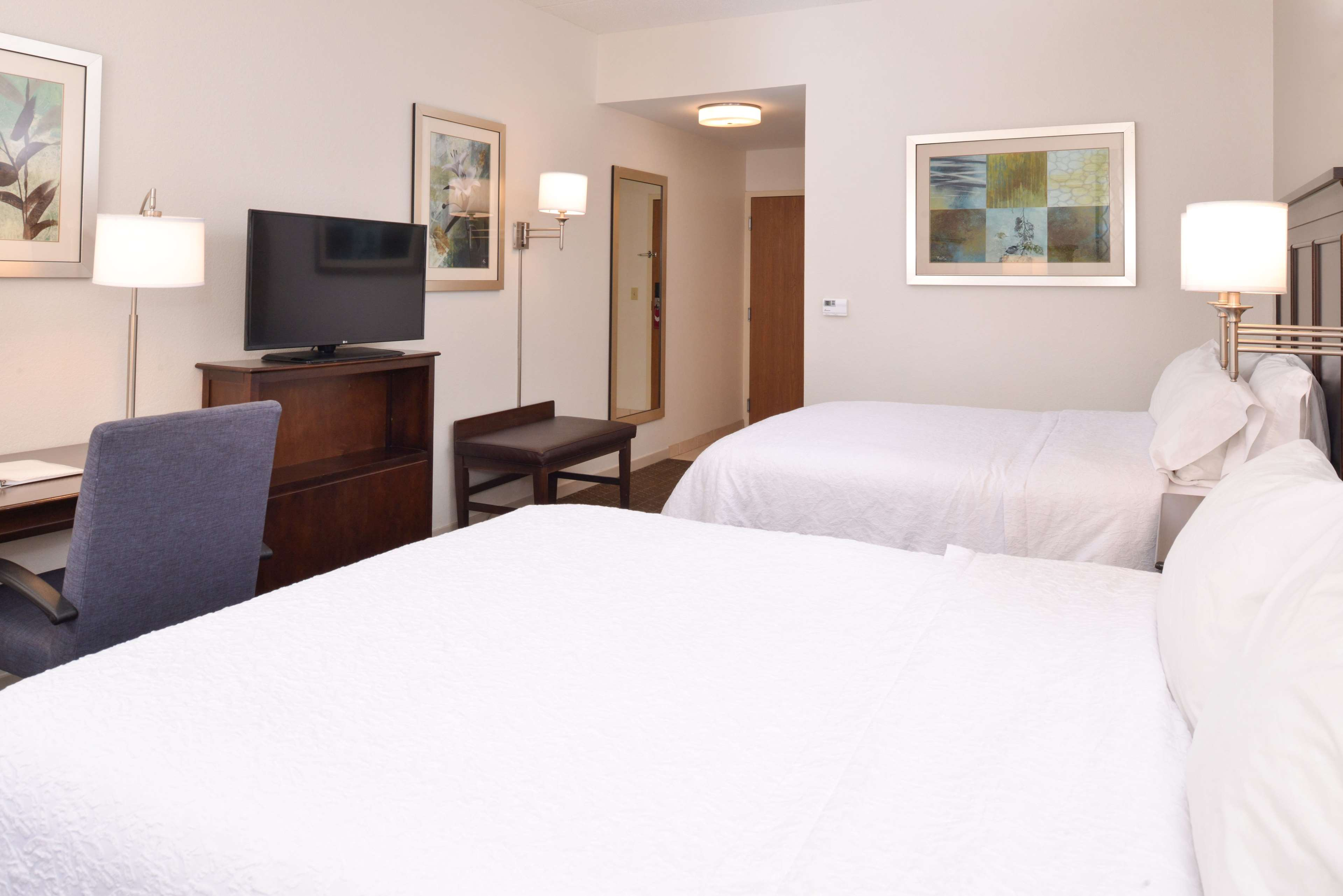 Hampton Inn & Suites Pueblo-Southgate image 35