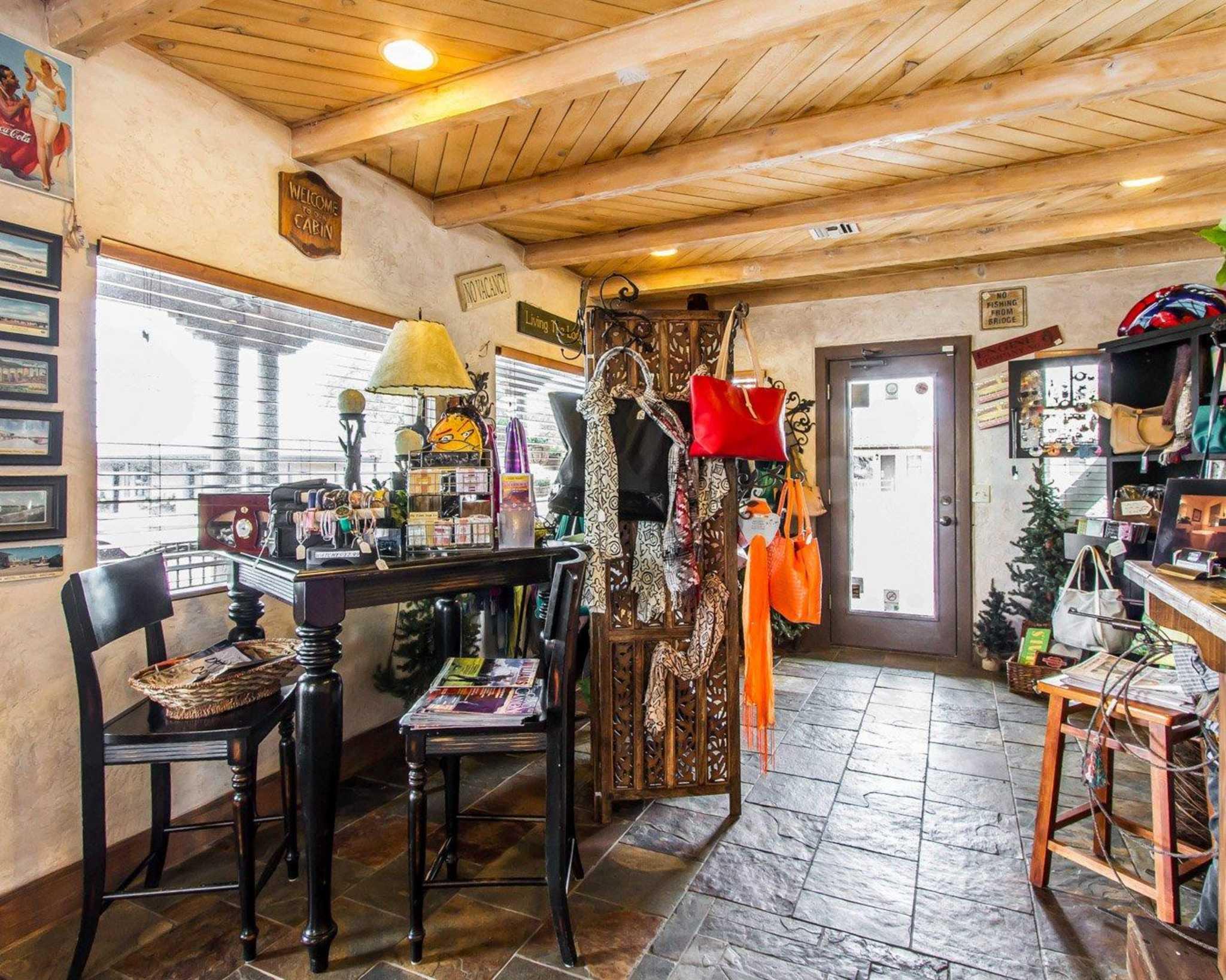 Rodeway Inn & Suites Downtowner-Rte 66 image 17