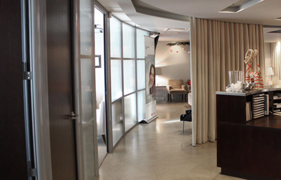 Dr Catherine Jomphe Orthodontiste à Boucherville: Transition area between the waiting room, examination rooms and operatory rooms.