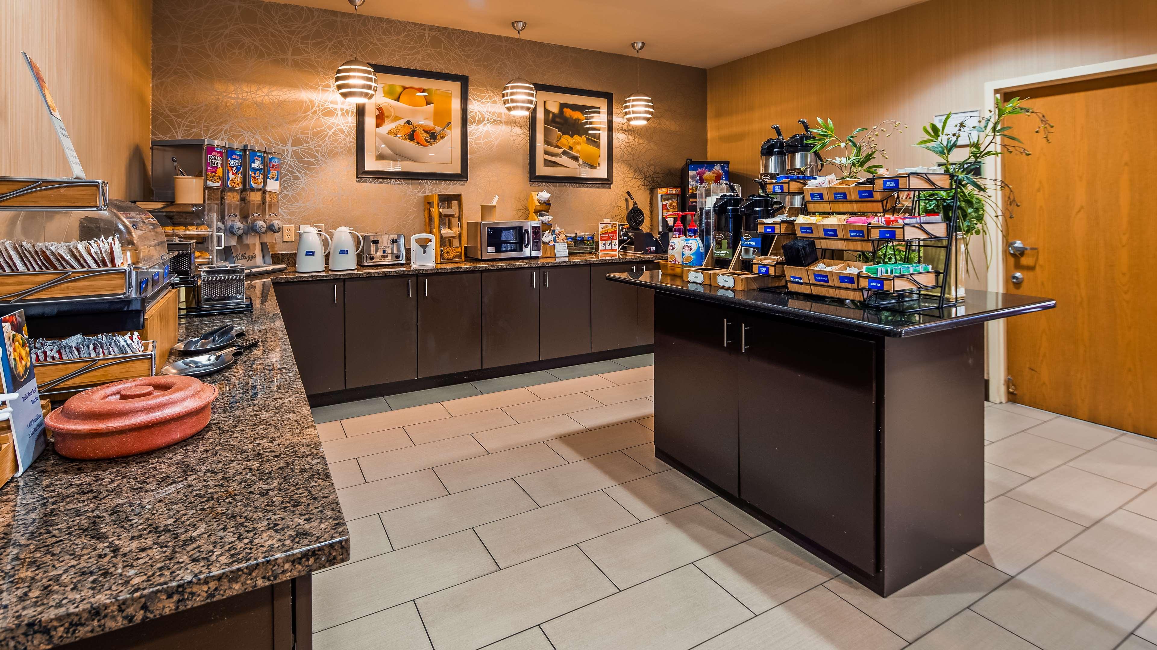 Best Western Plus Denton Inn & Suites image 32
