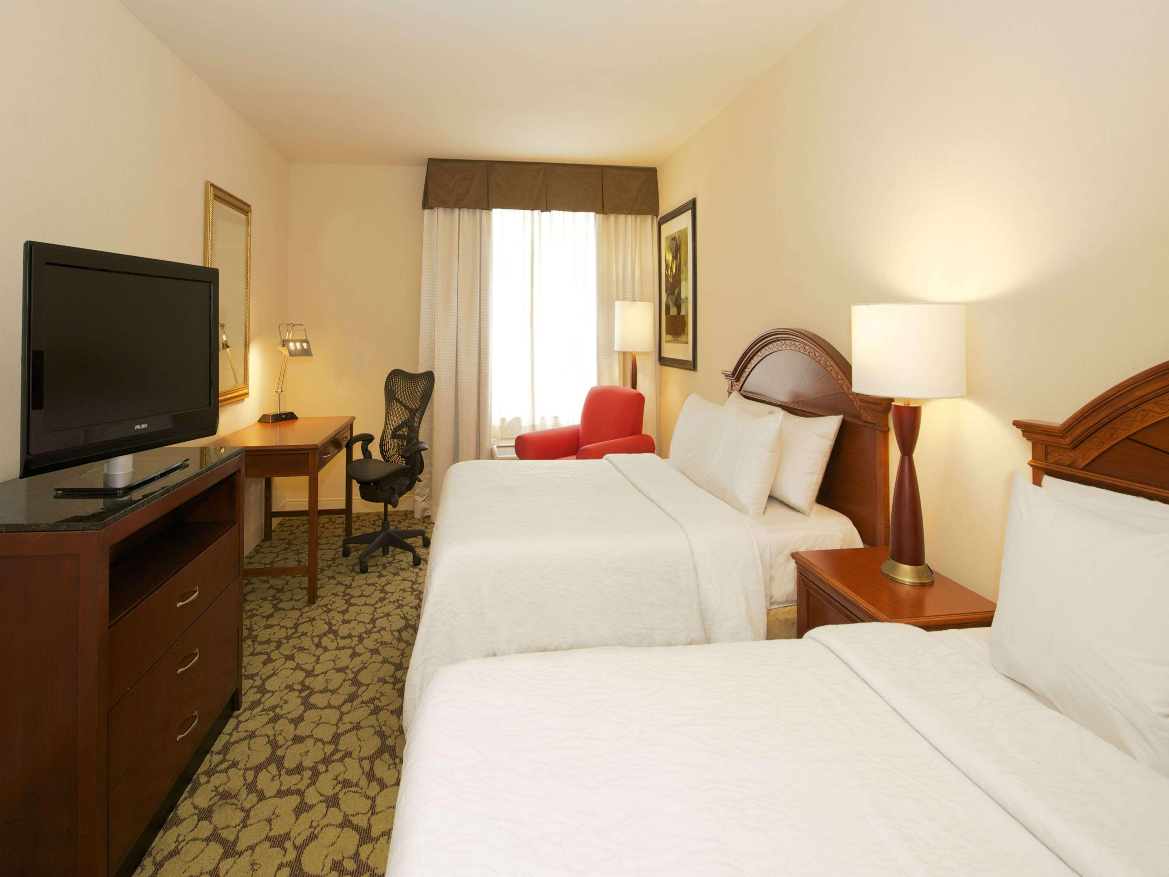 Hilton Garden Inn Virginia Beach Town Center image 0