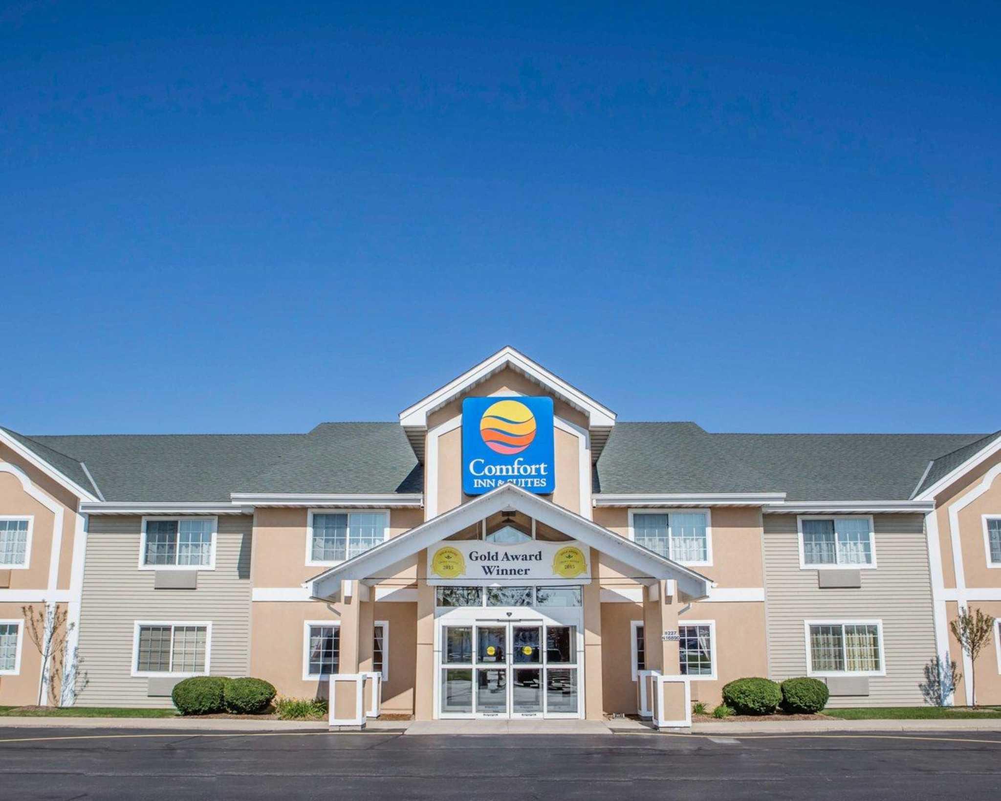 Comfort Inn & Suites Jackson - West Bend image 0