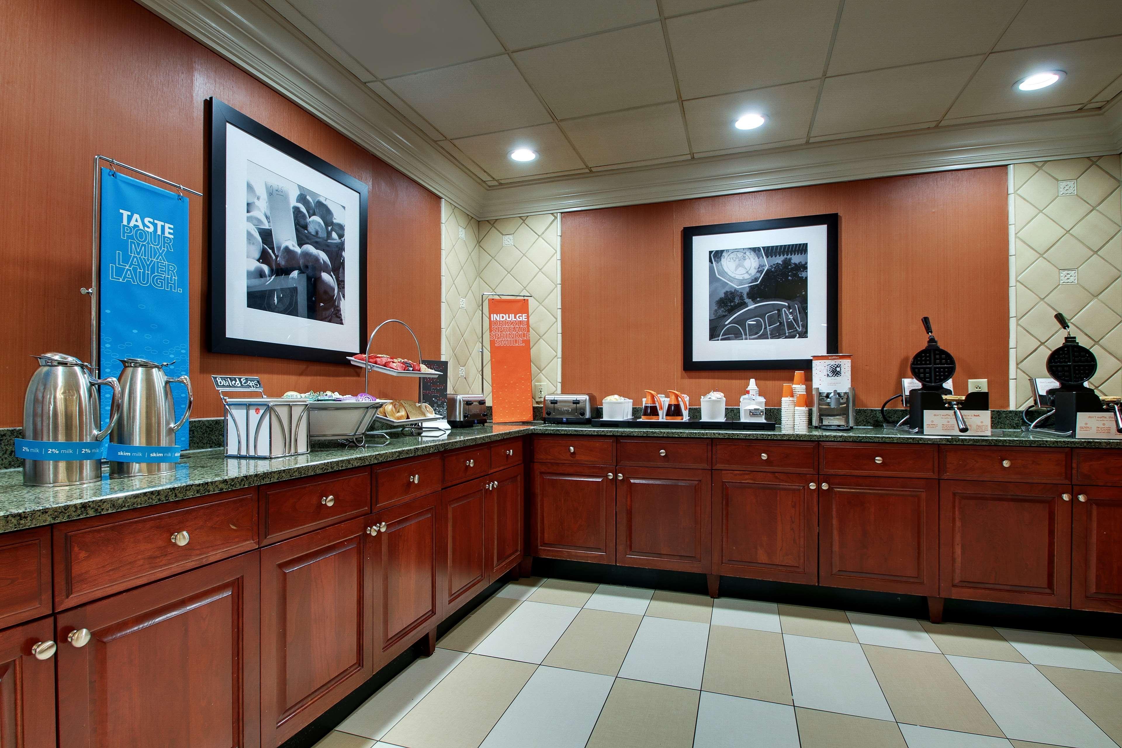 Hampton Inn & Suites Spartanburg-I-26-Westgate Mall image 13