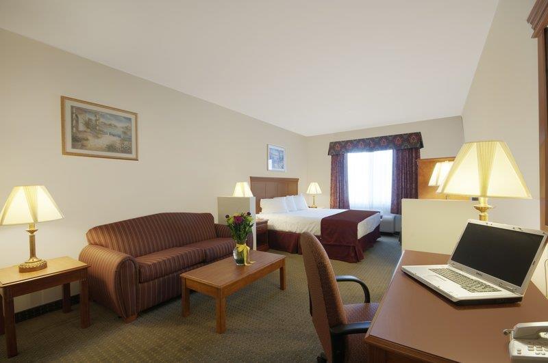 Best Western Plus Lake Elsinore Inn & Suites image 6