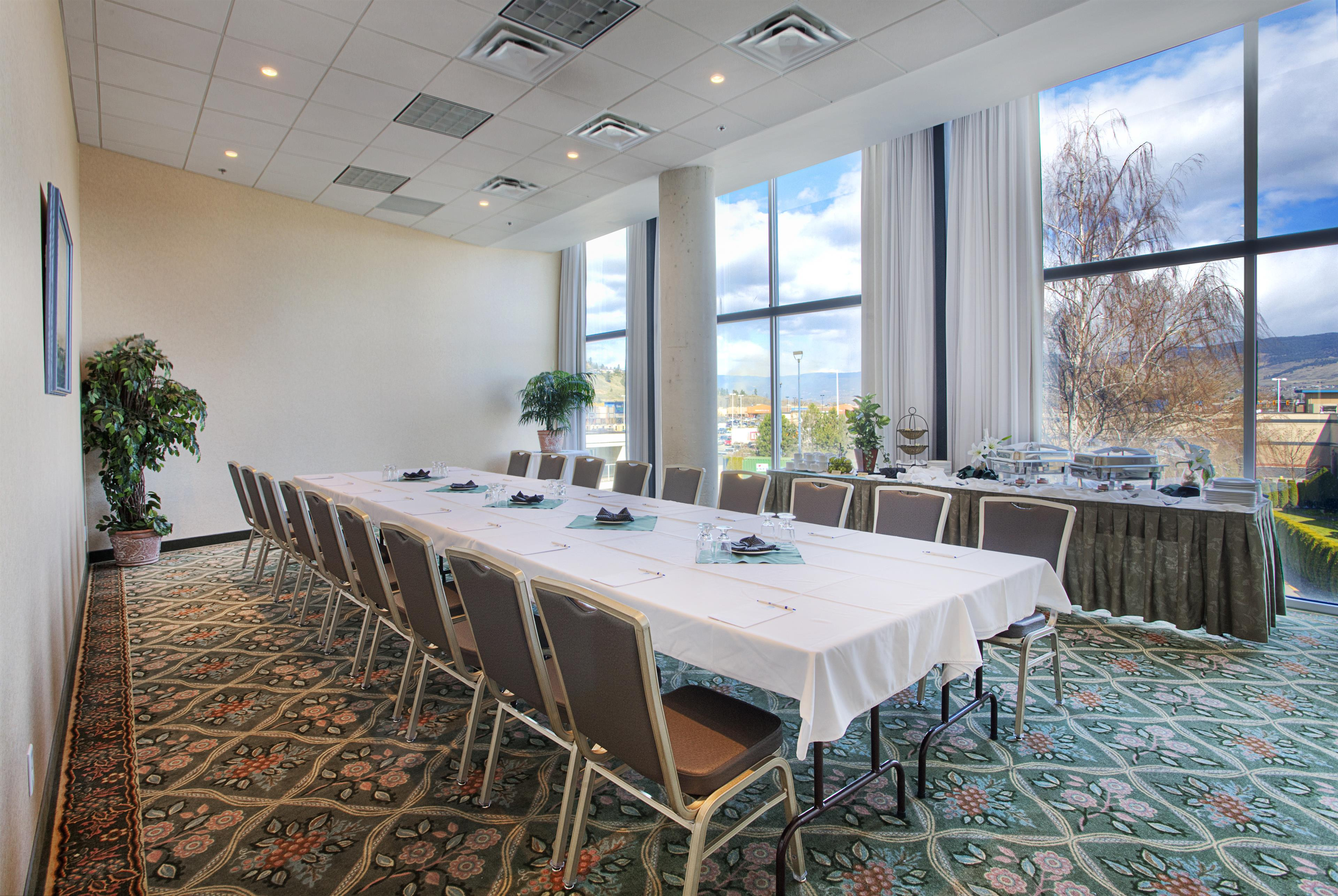Best Western Plus Kelowna Hotel & Suites in Kelowna: Meeting or Banquet Room