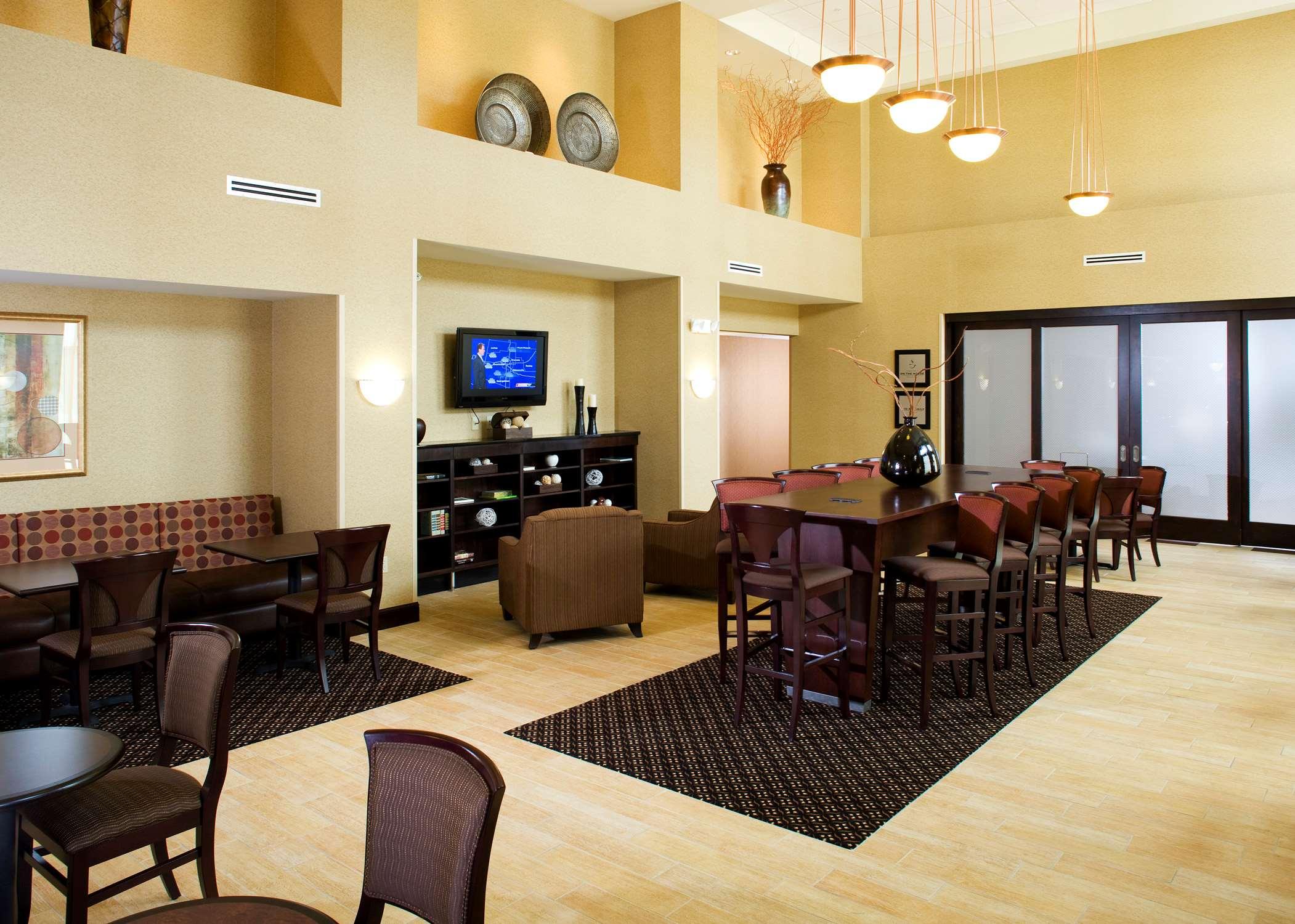 Hampton Inn & Suites Rochester-North image 4