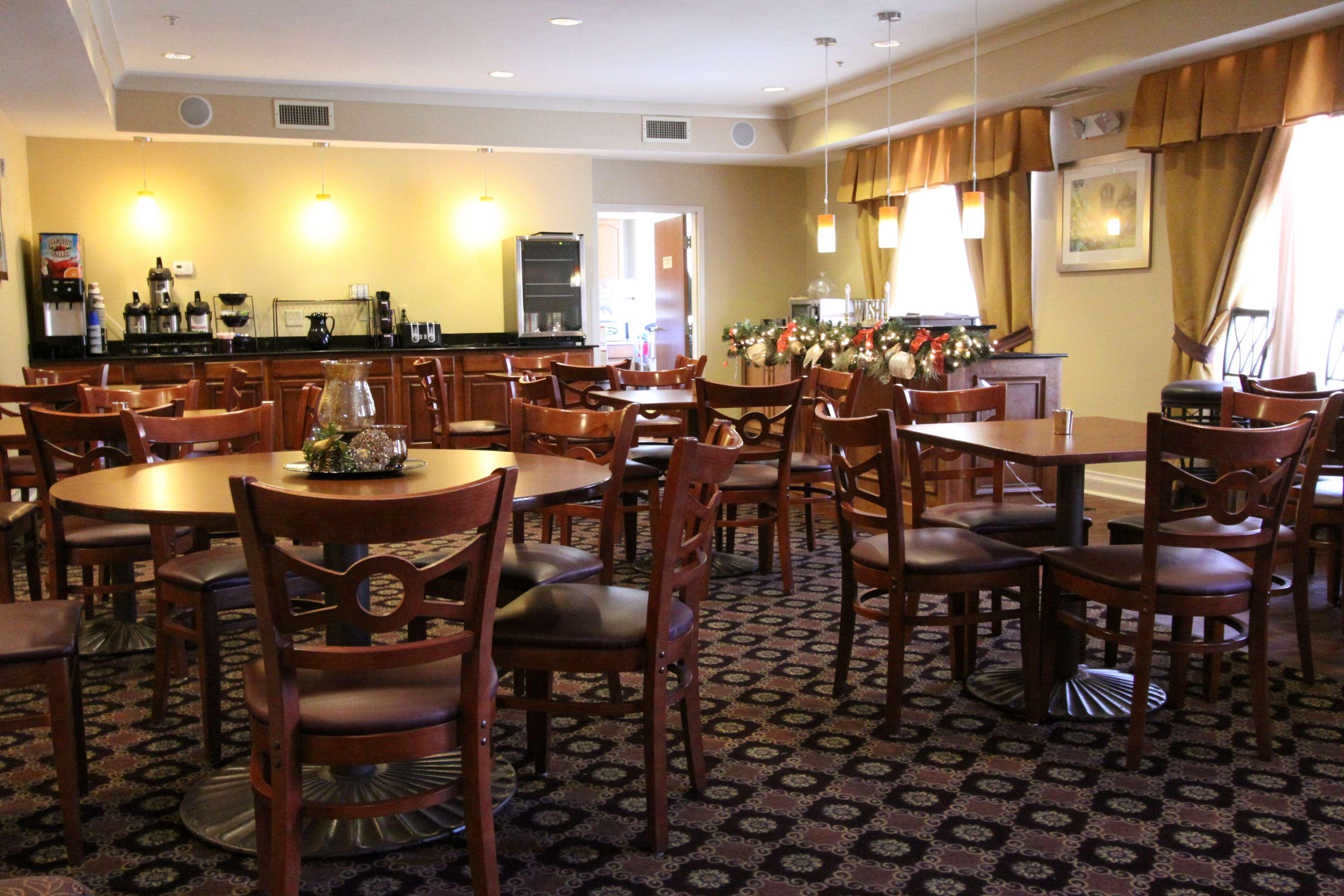 Best Western Plus Hannaford Inn & Suites image 42