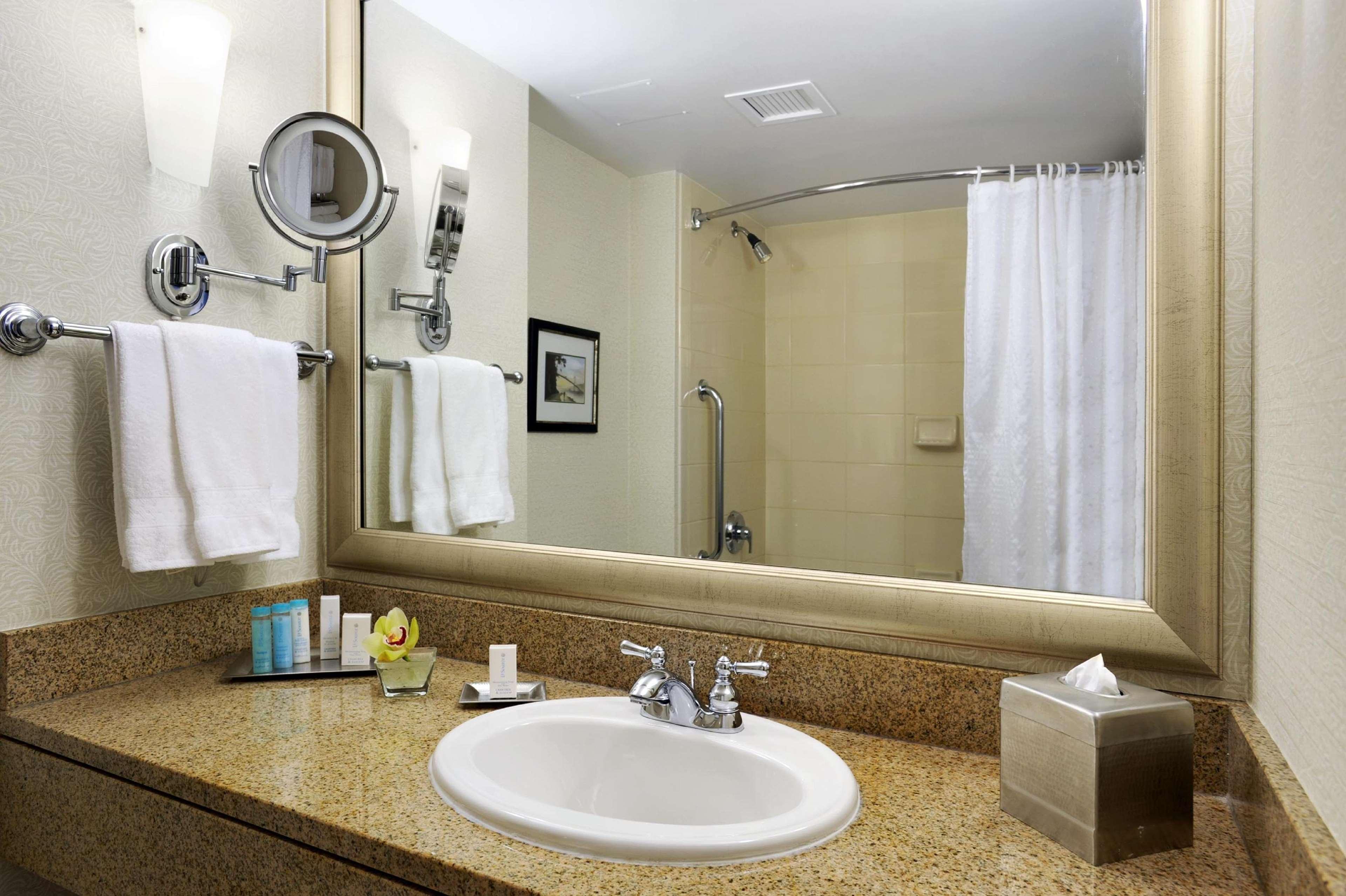 Hilton Vancouver Metrotown in Burnaby: Guest Bathroom