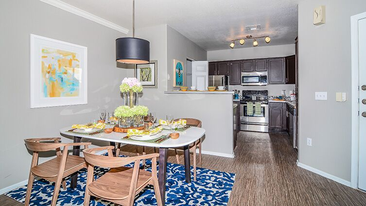 Carlyle Townhomes image 6