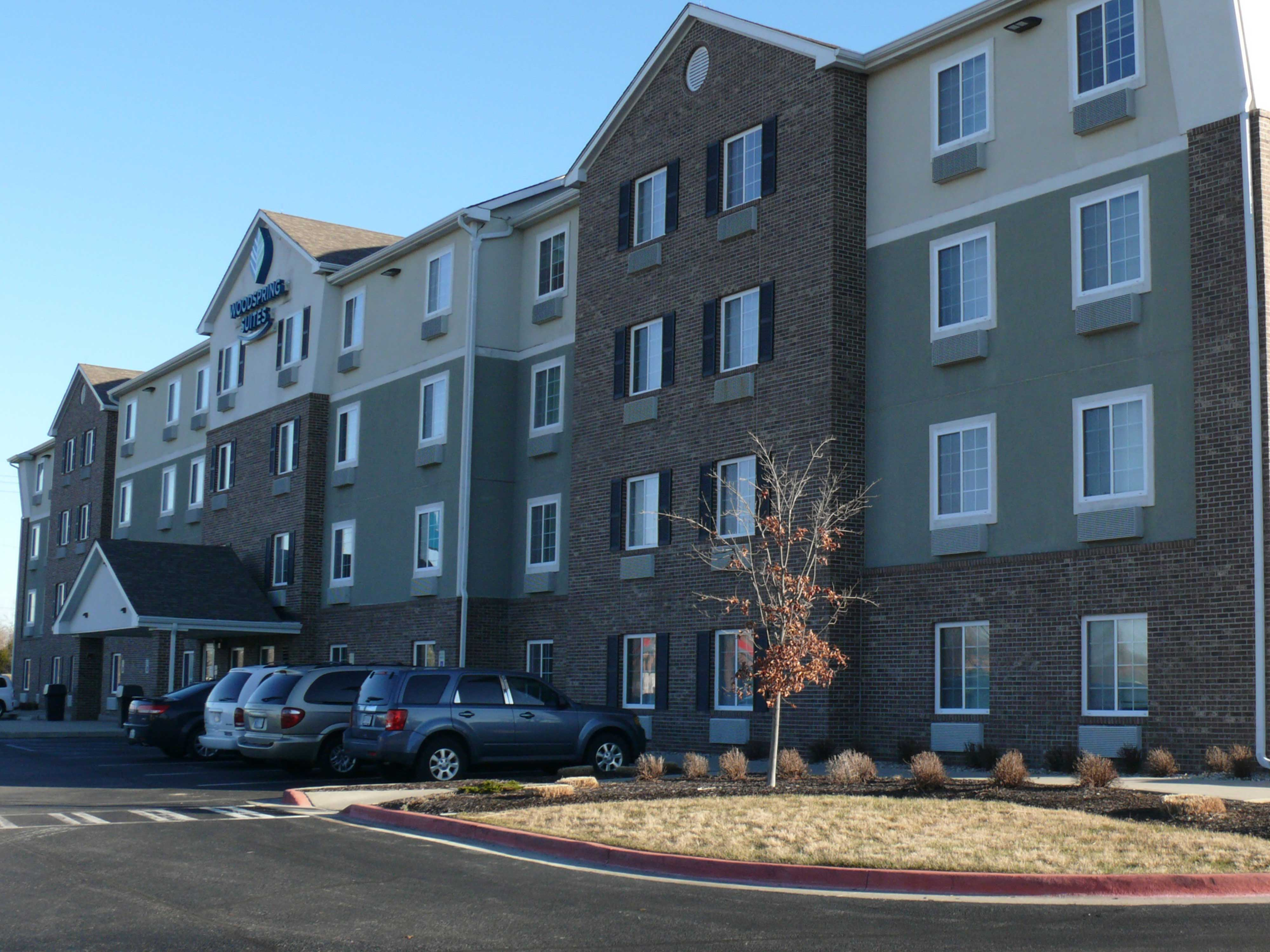 WoodSpring Suites Indianapolis Airport image 0