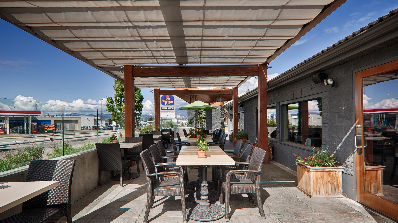 Best Western Plus Kelowna Hotel & Suites in Kelowna: Outdoor Dining Area