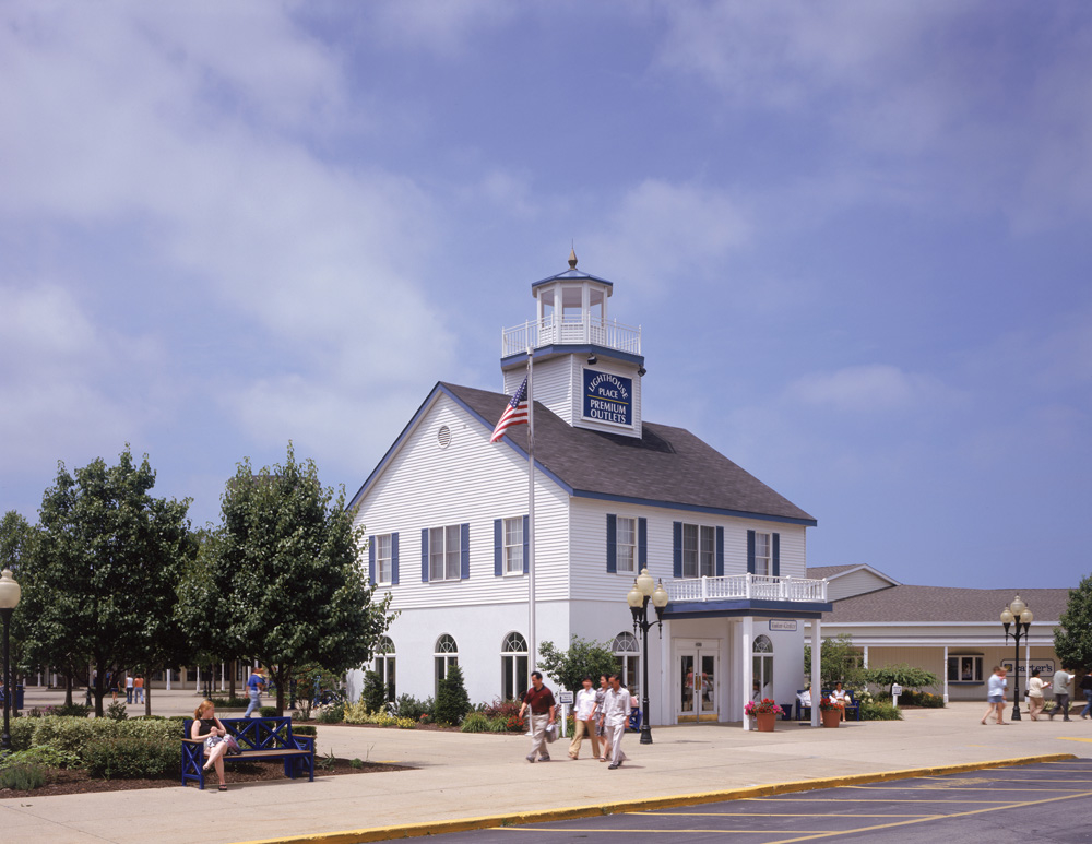 Lighthouse Place Premium Outlets image 4