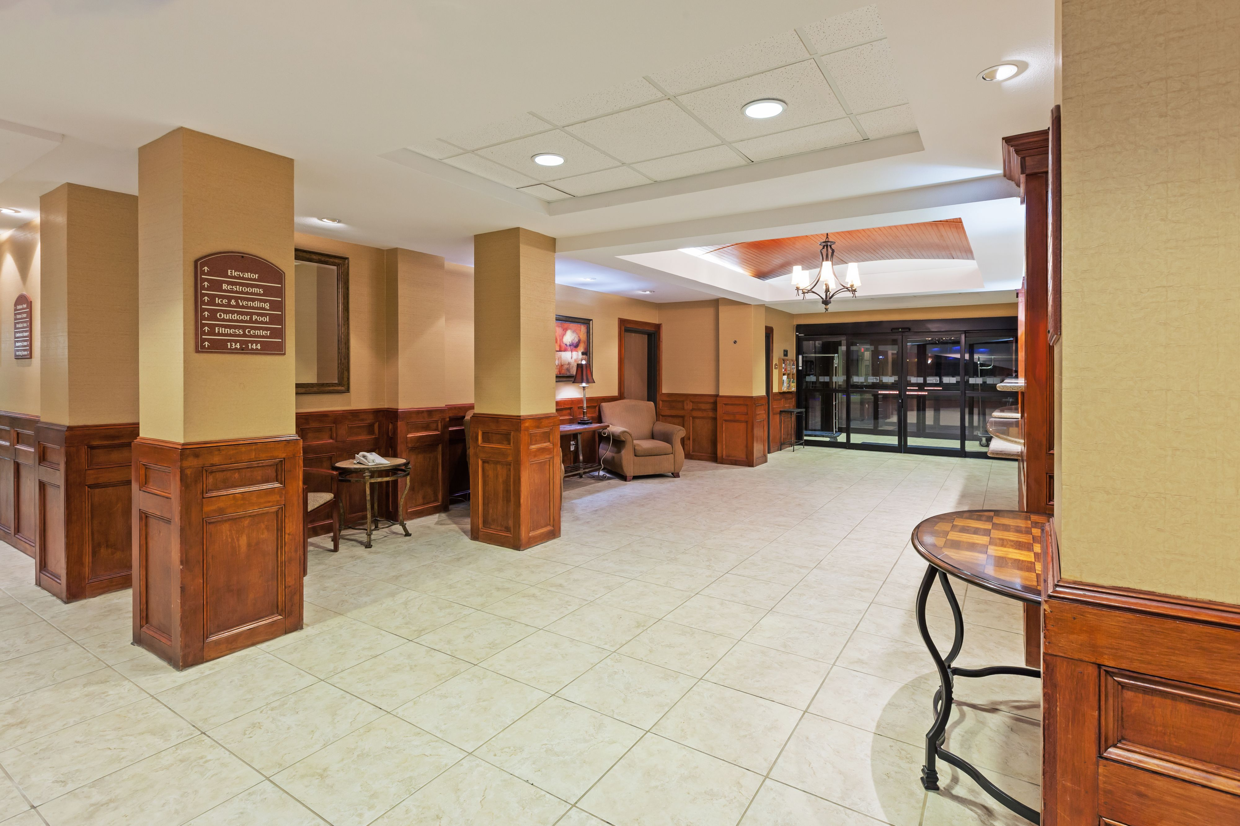 Holiday Inn Express & Suites Laredo-Event Center Area image 4
