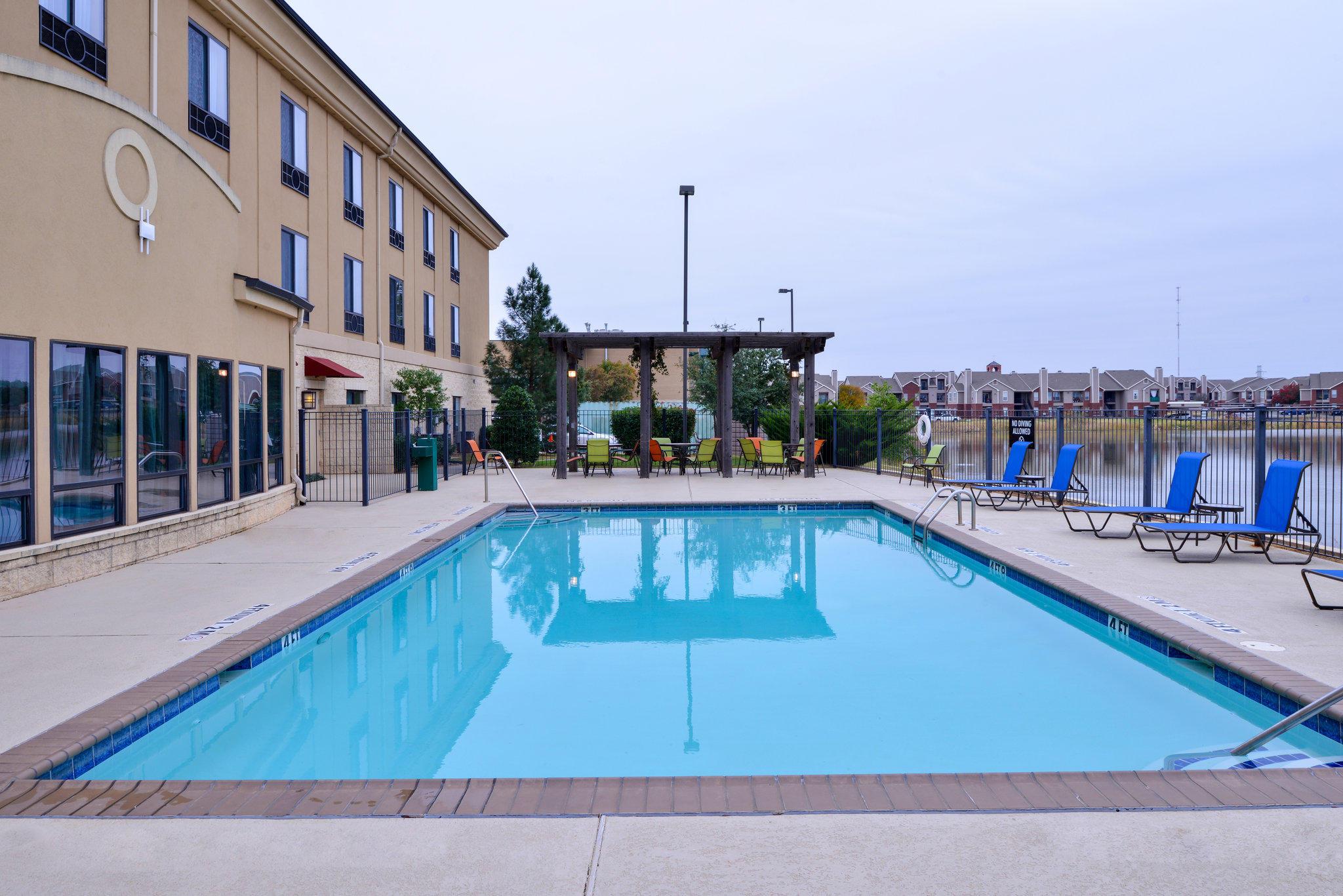 Holiday Inn Express & Suites Wichita Falls, an IHG Hotel