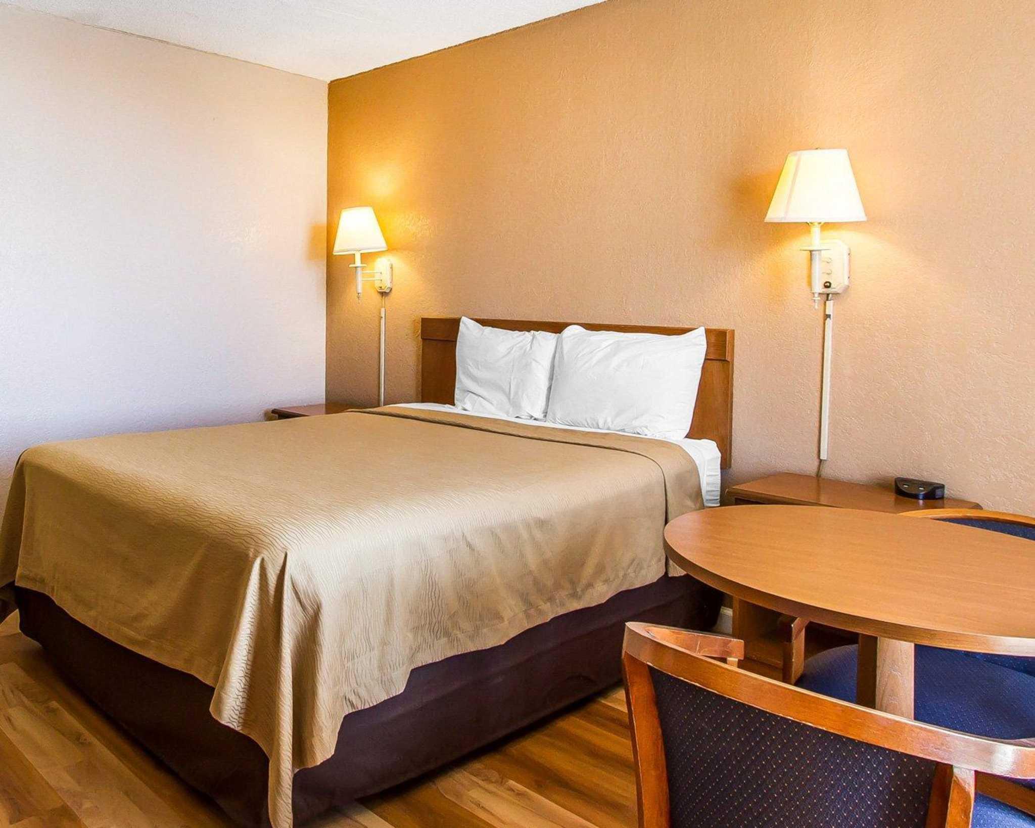 Econo Lodge  Inn & Suites Near Bricktown image 13