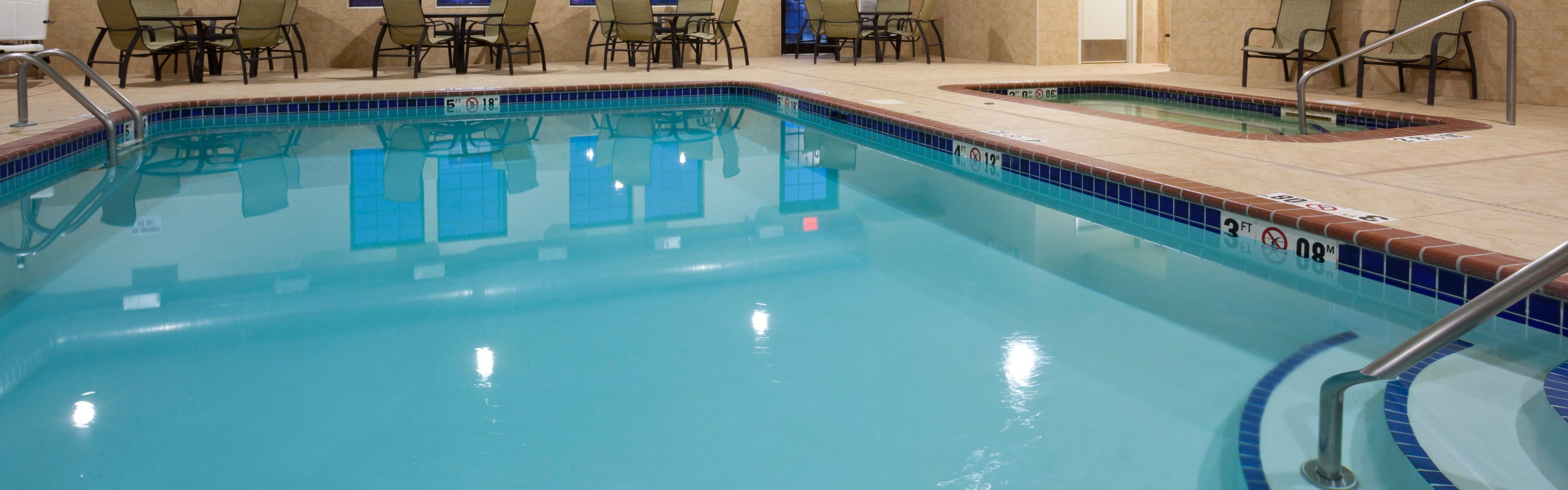 Holiday Inn Express & Suites Willmar image 2