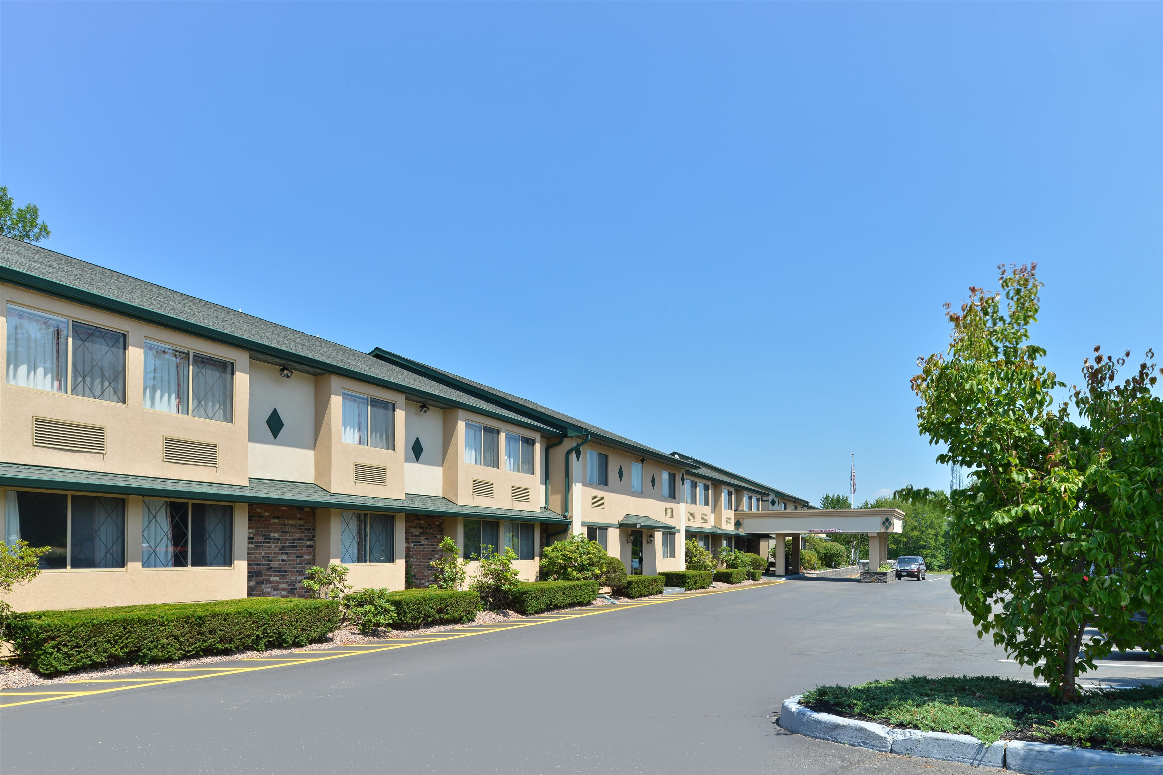 Americas Best Value Inn - New Paltz image 2
