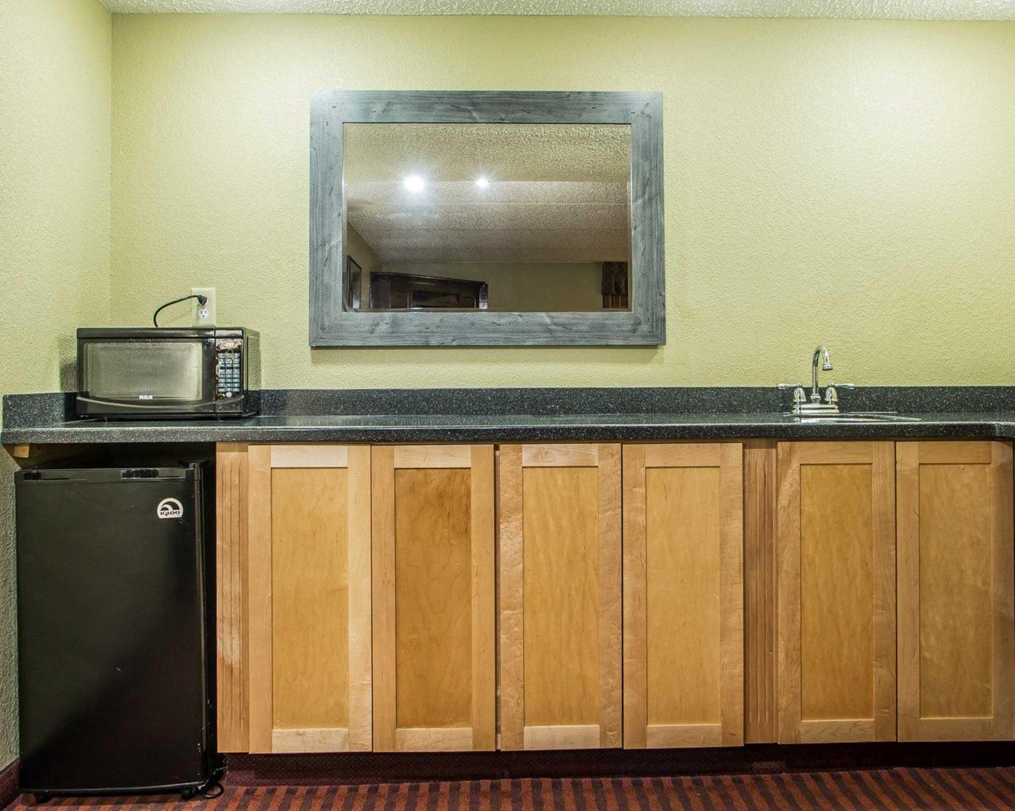Clarion Hotel Highlander Conference Center image 29