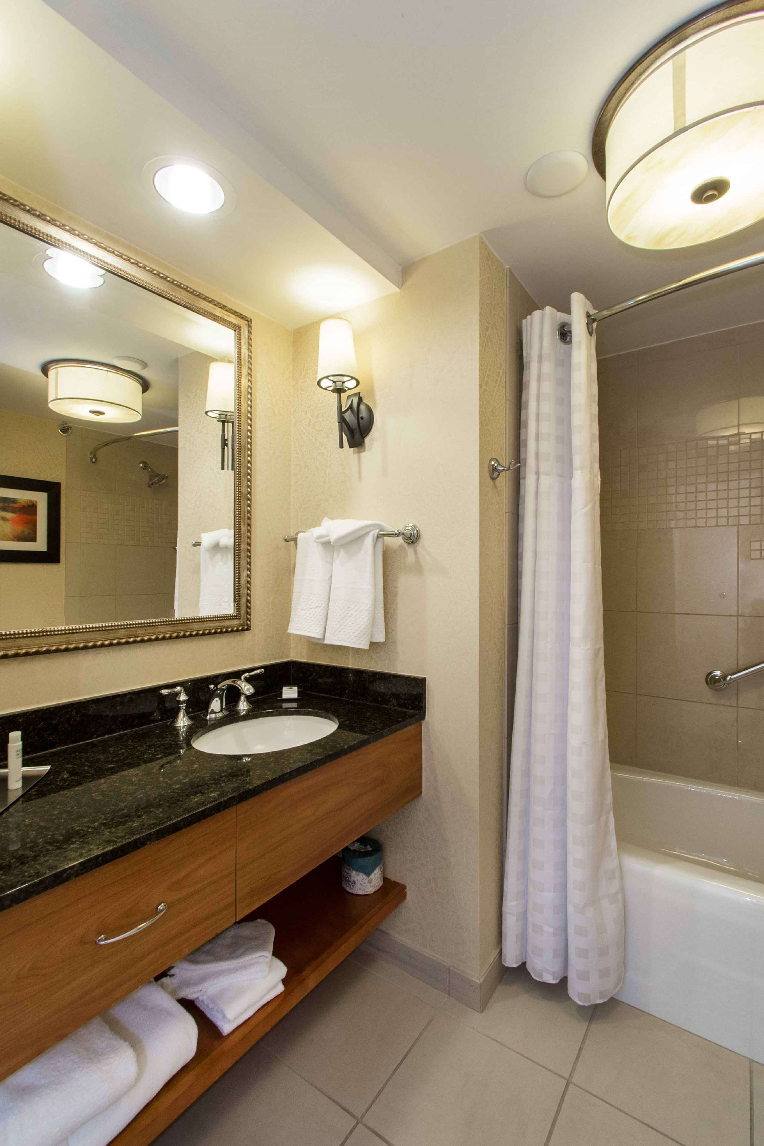 DoubleTree by Hilton Hotel Cleveland East Beachwood image 31