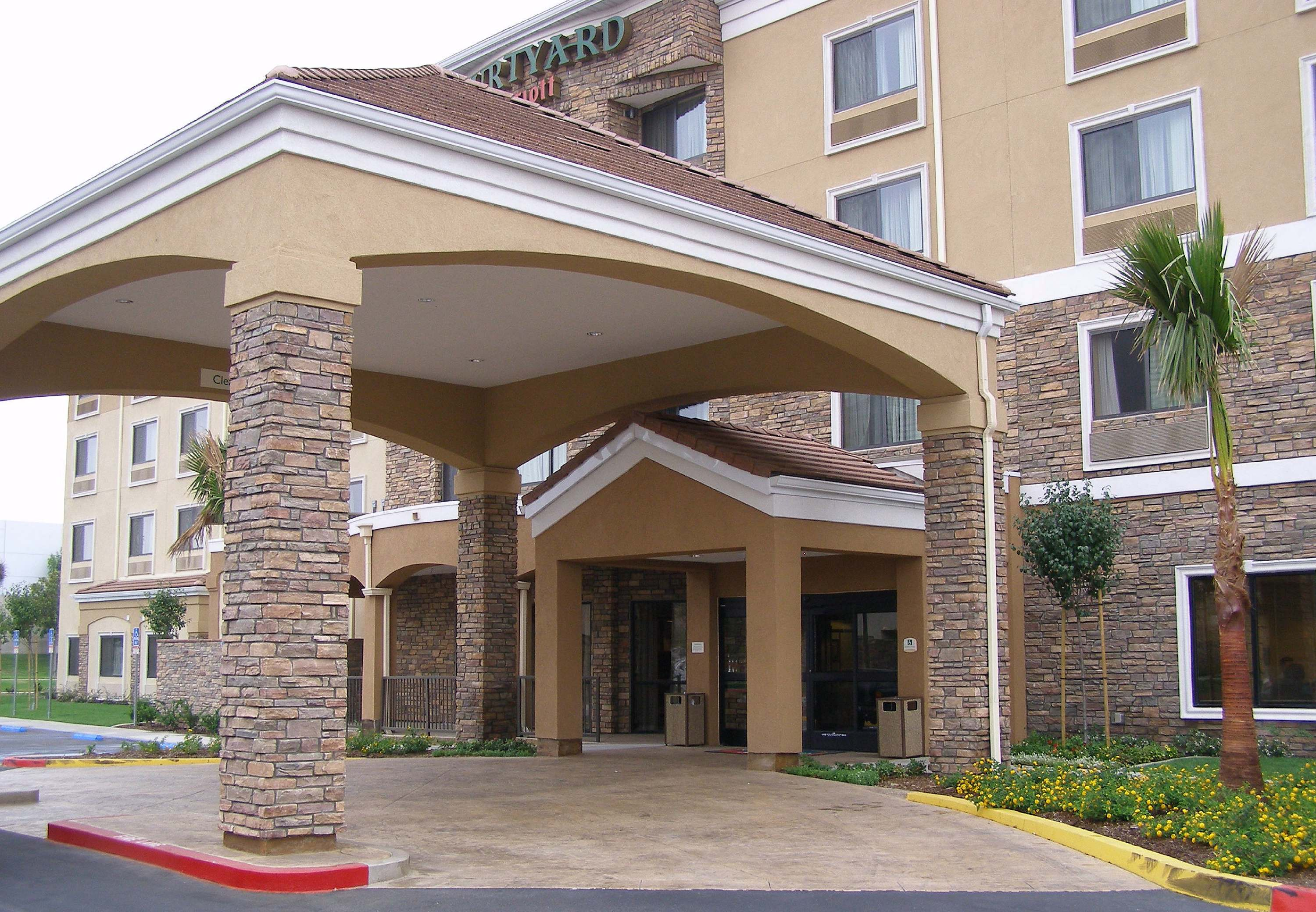 Courtyard by Marriott Ontario Rancho Cucamonga image 11