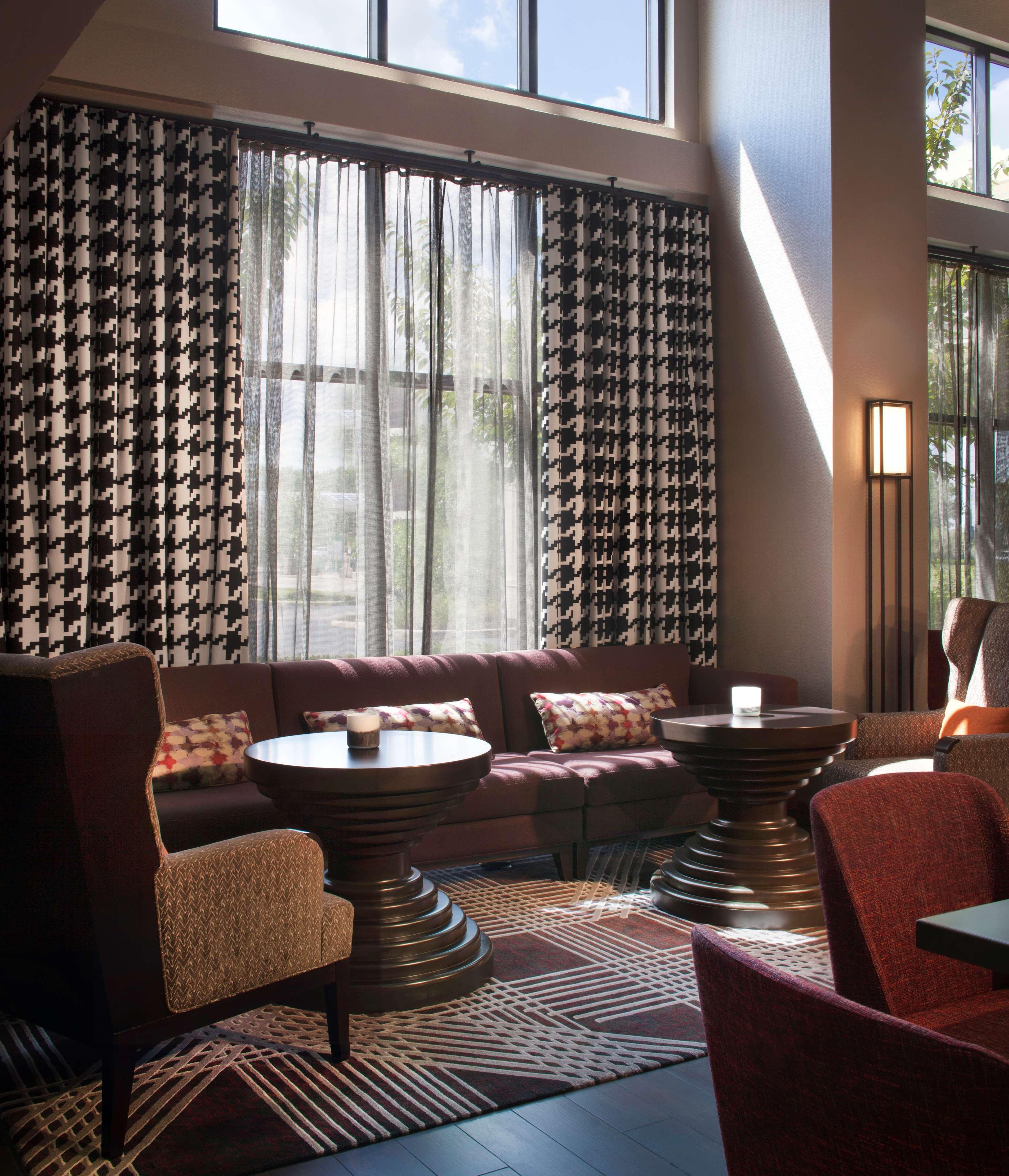 Hampton Inn & Suites Columbus-Easton Area image 4