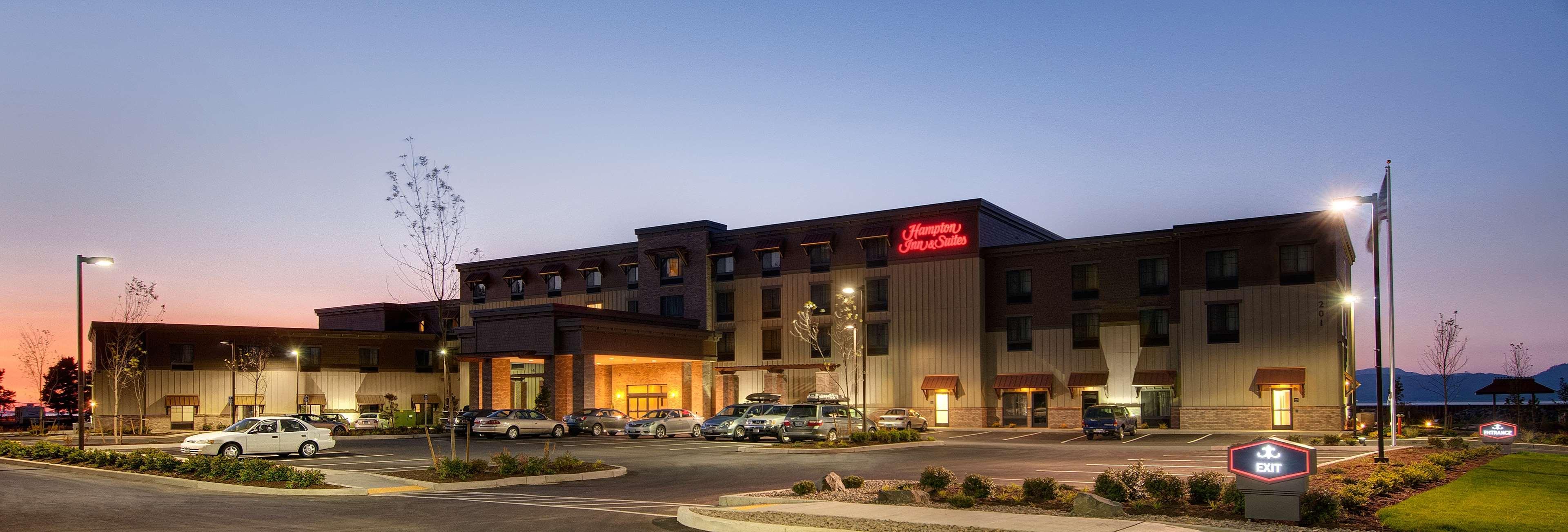 Hampton Inn & Suites Astoria image 2