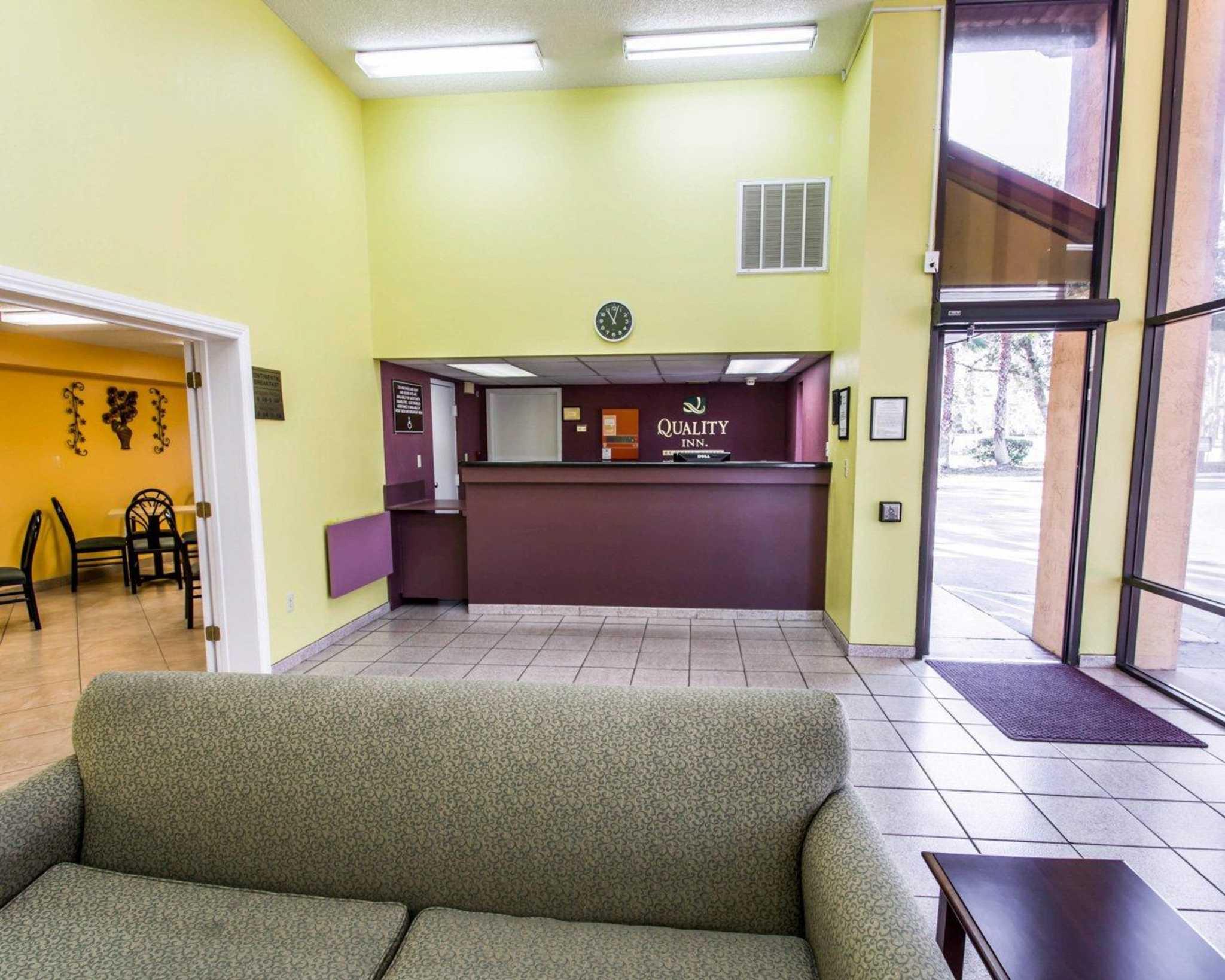 Quality Inn University image 24
