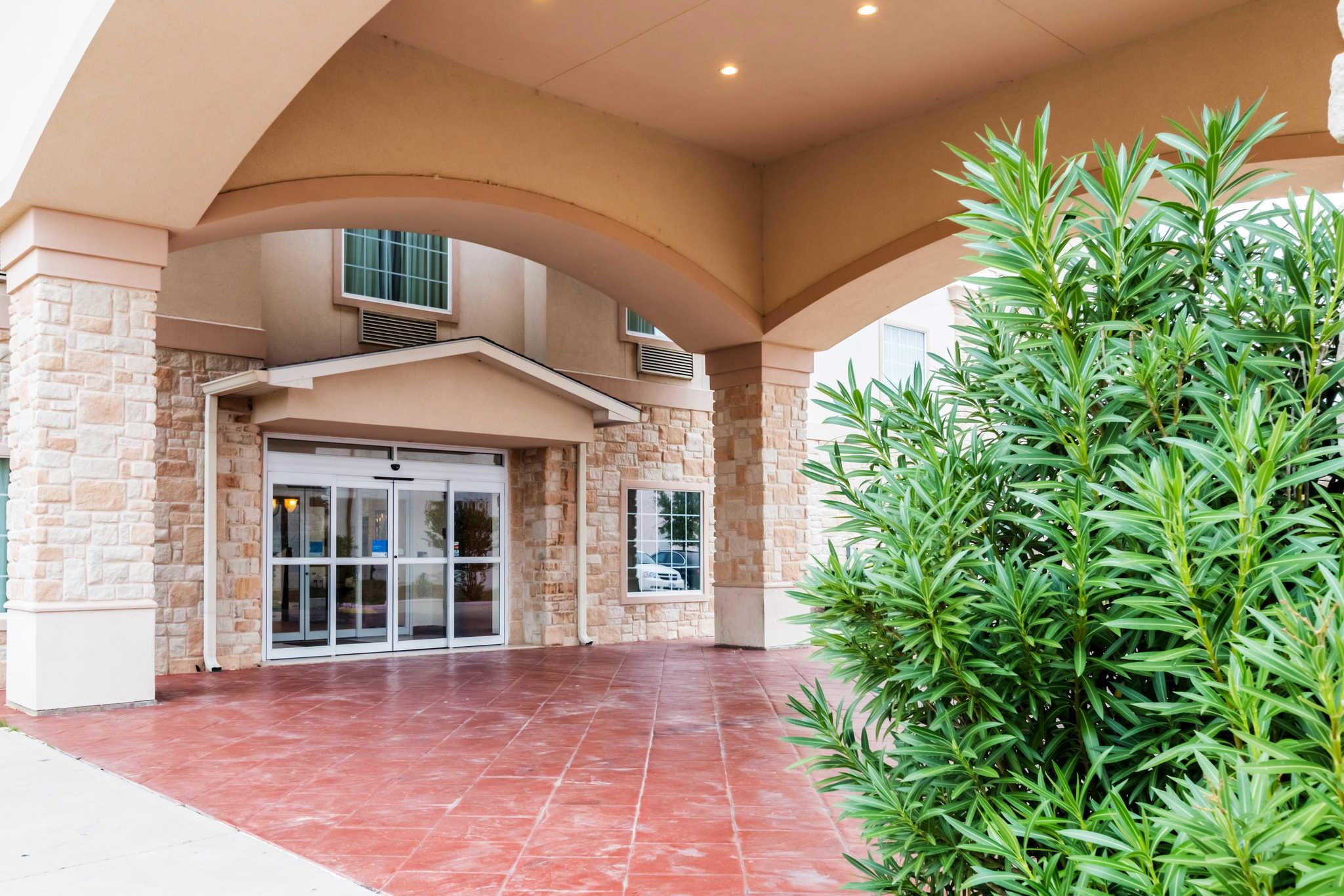 Comfort Inn & Suites near Comanche Peak image 1