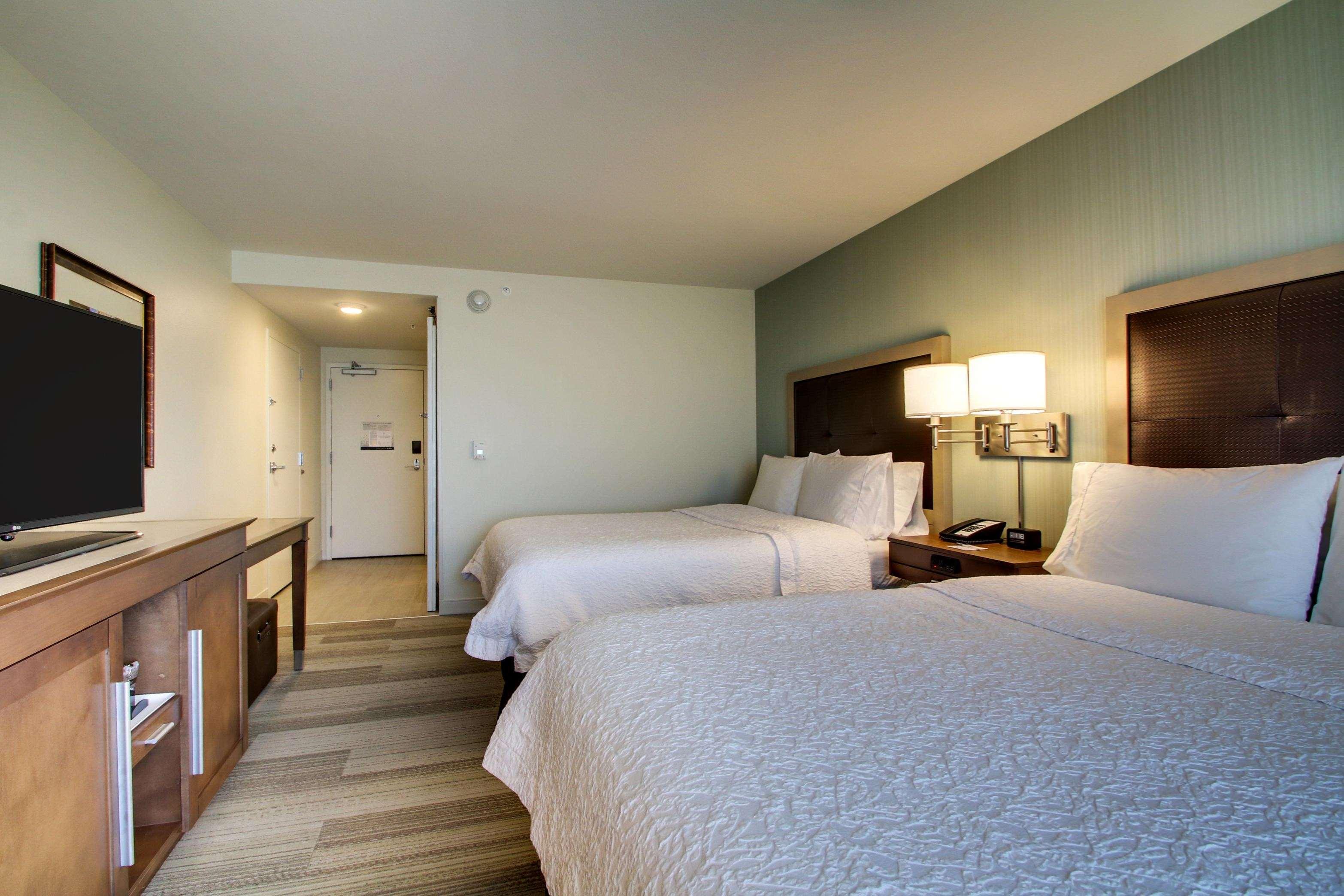Hampton Inn & Suites Milwaukee West image 39