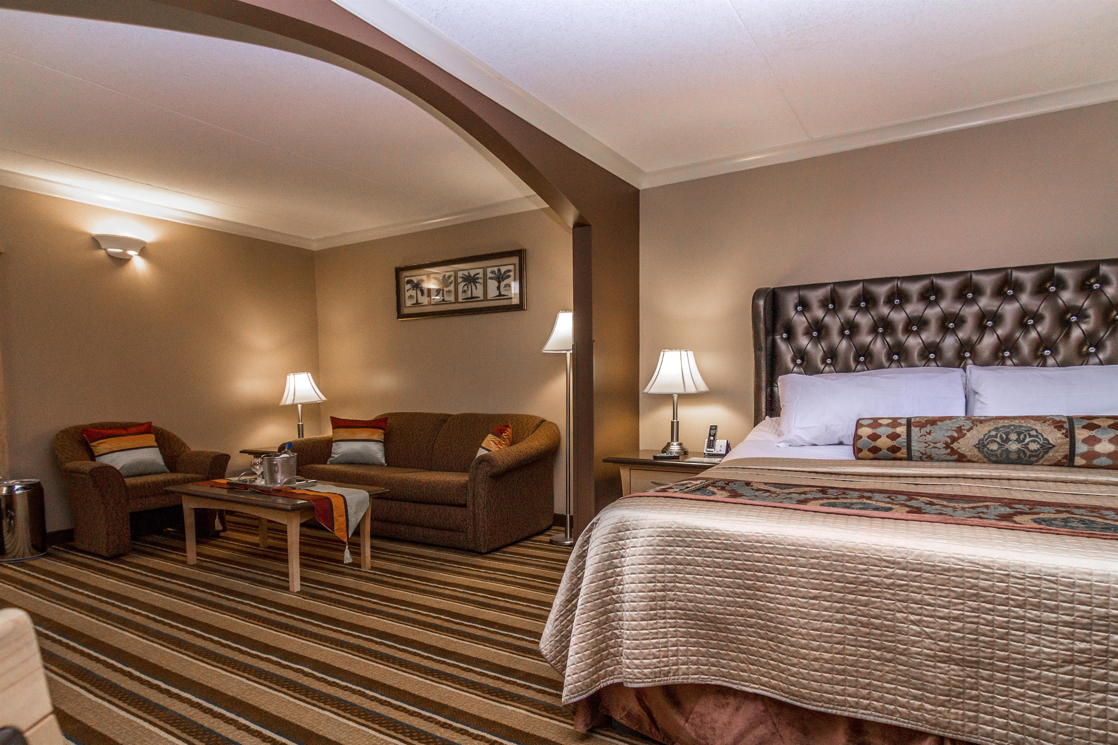 Best Western Marquis Inn & Suites in Prince Albert: King Suite Massage Bed