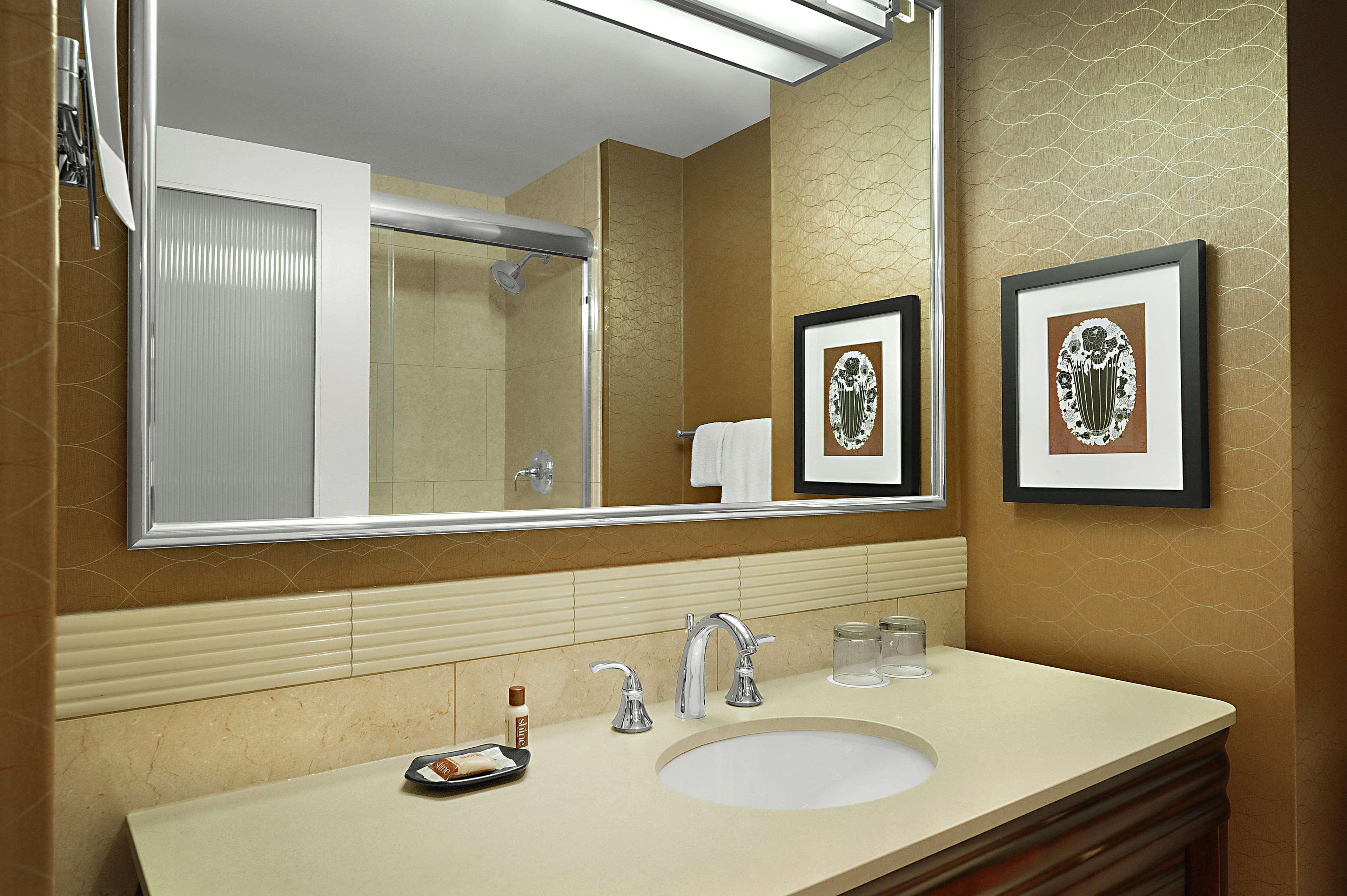 Sheraton Cavalier Saskatoon Hotel in Saskatoon: Bathroom