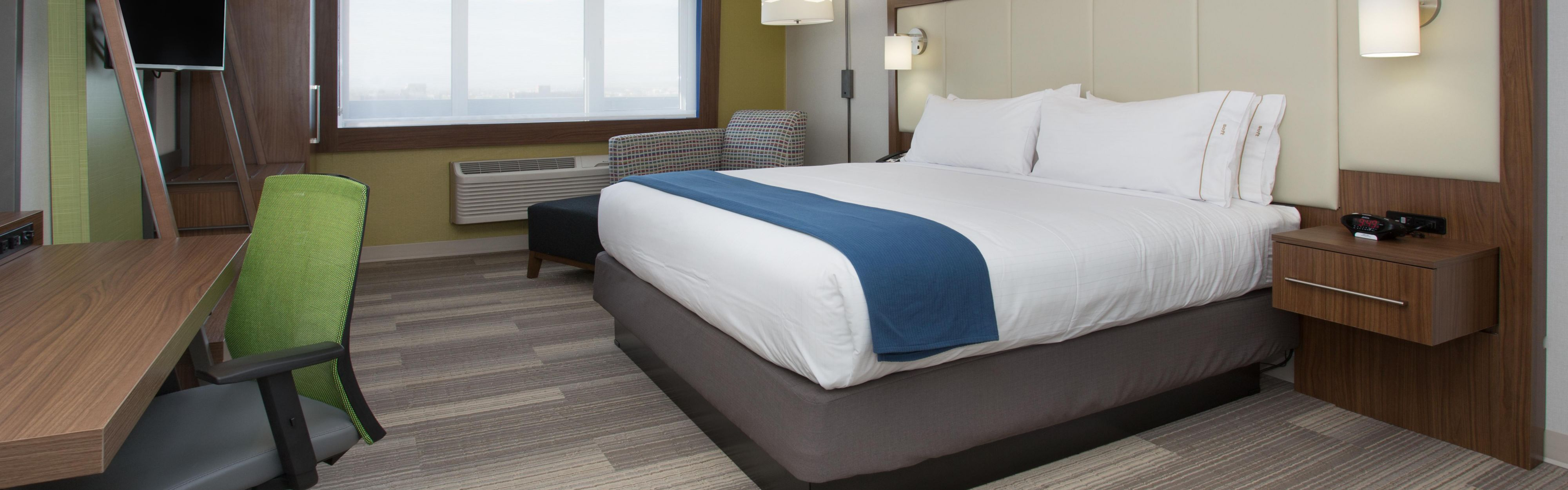 Holiday Inn Express & Suites Chicago North Shore - Niles image 1
