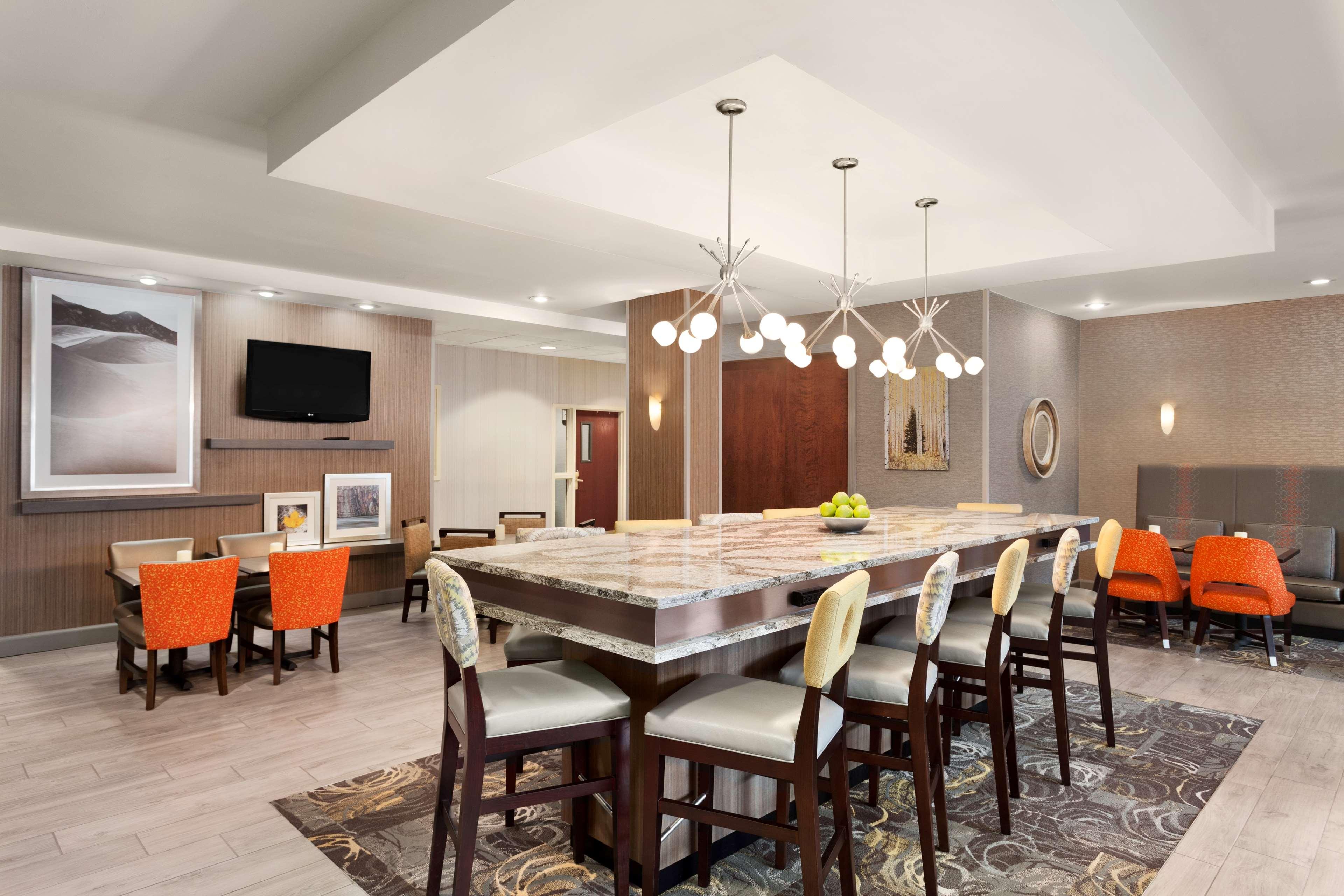 Hampton Inn & Suites Denver-Cherry Creek image 3