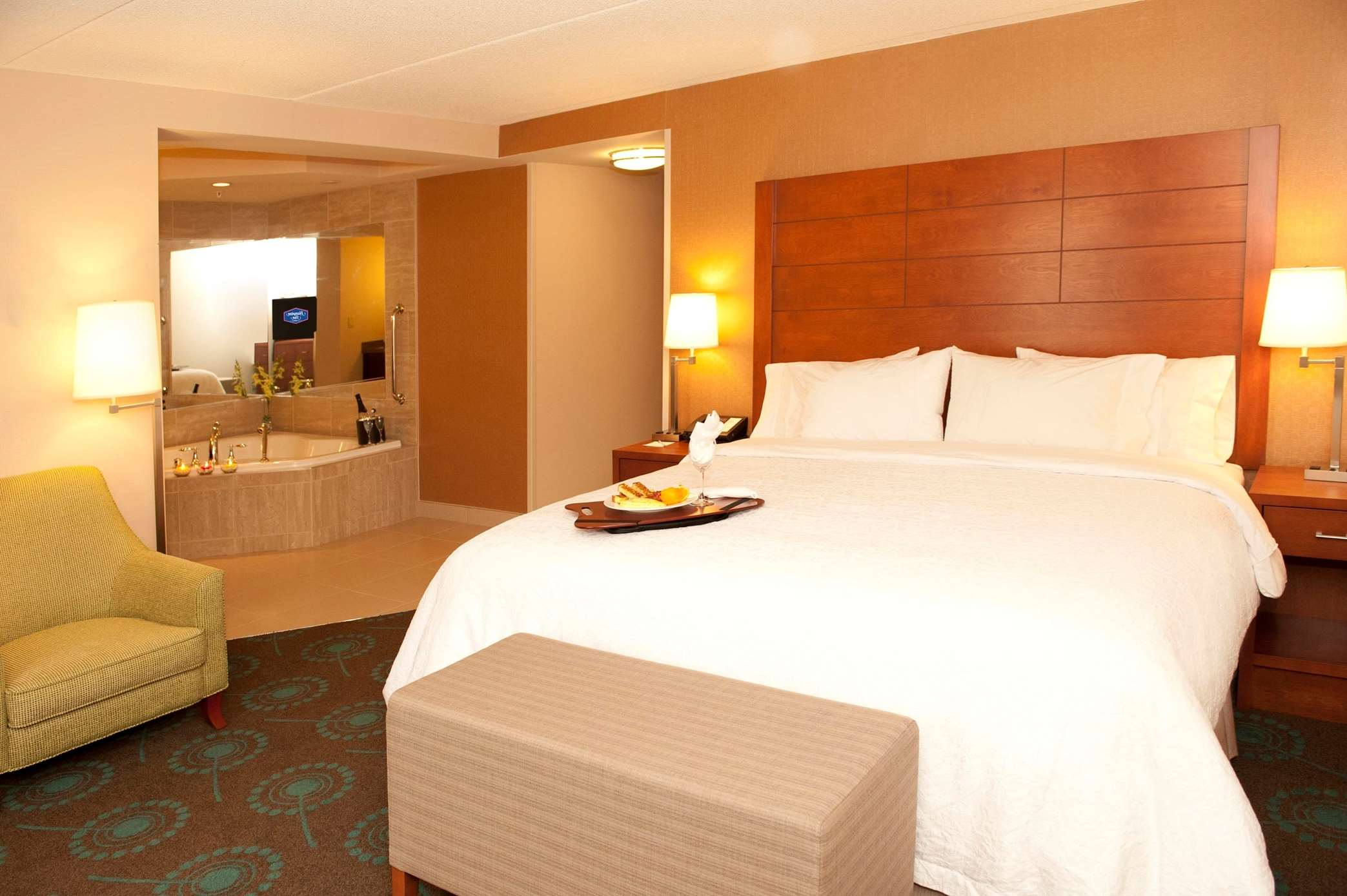Hampton Inn by Hilton Brampton Toronto à Brampton: King Bed Whirlpool