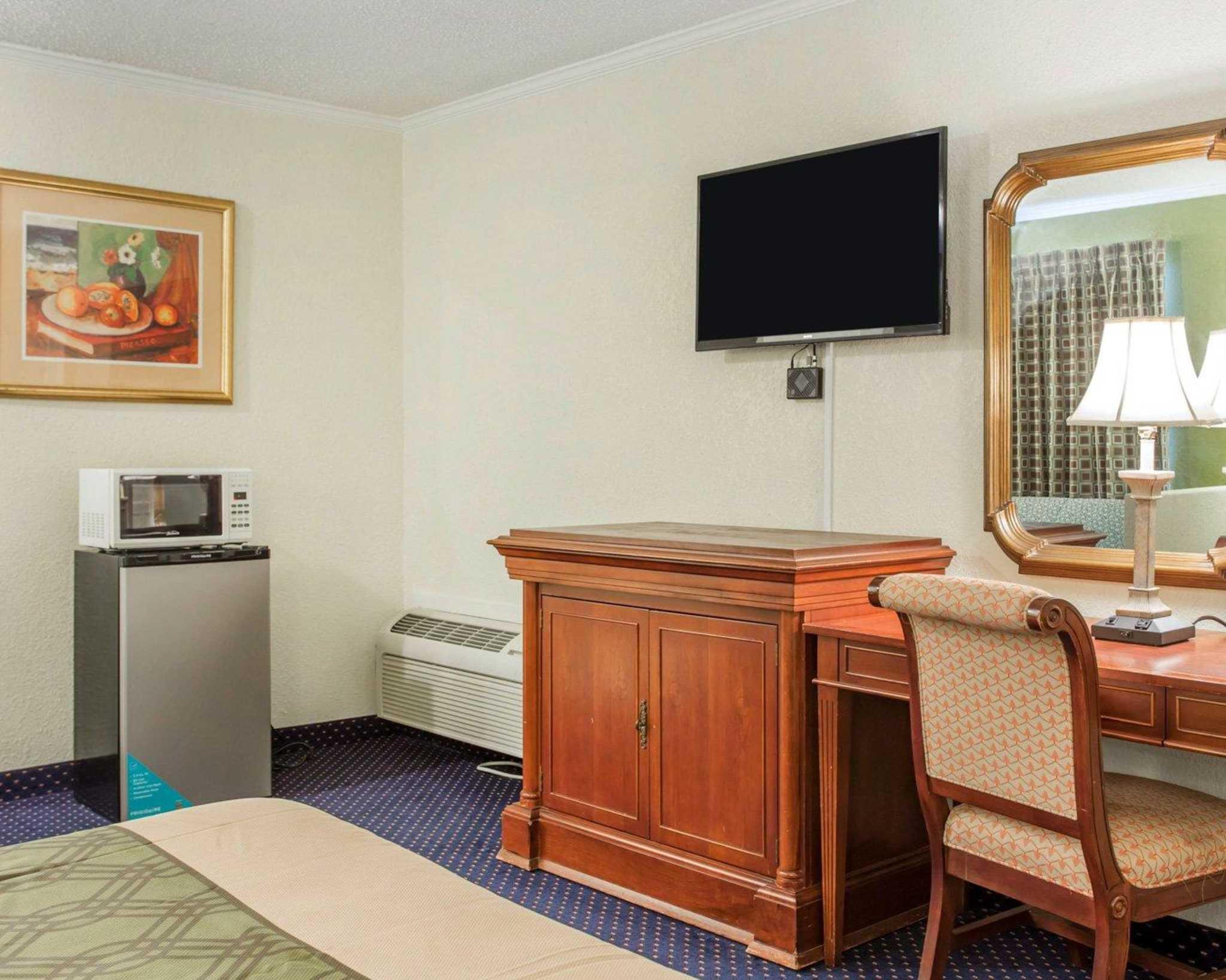 Rodeway Inn & Suites Fort Jackson image 23
