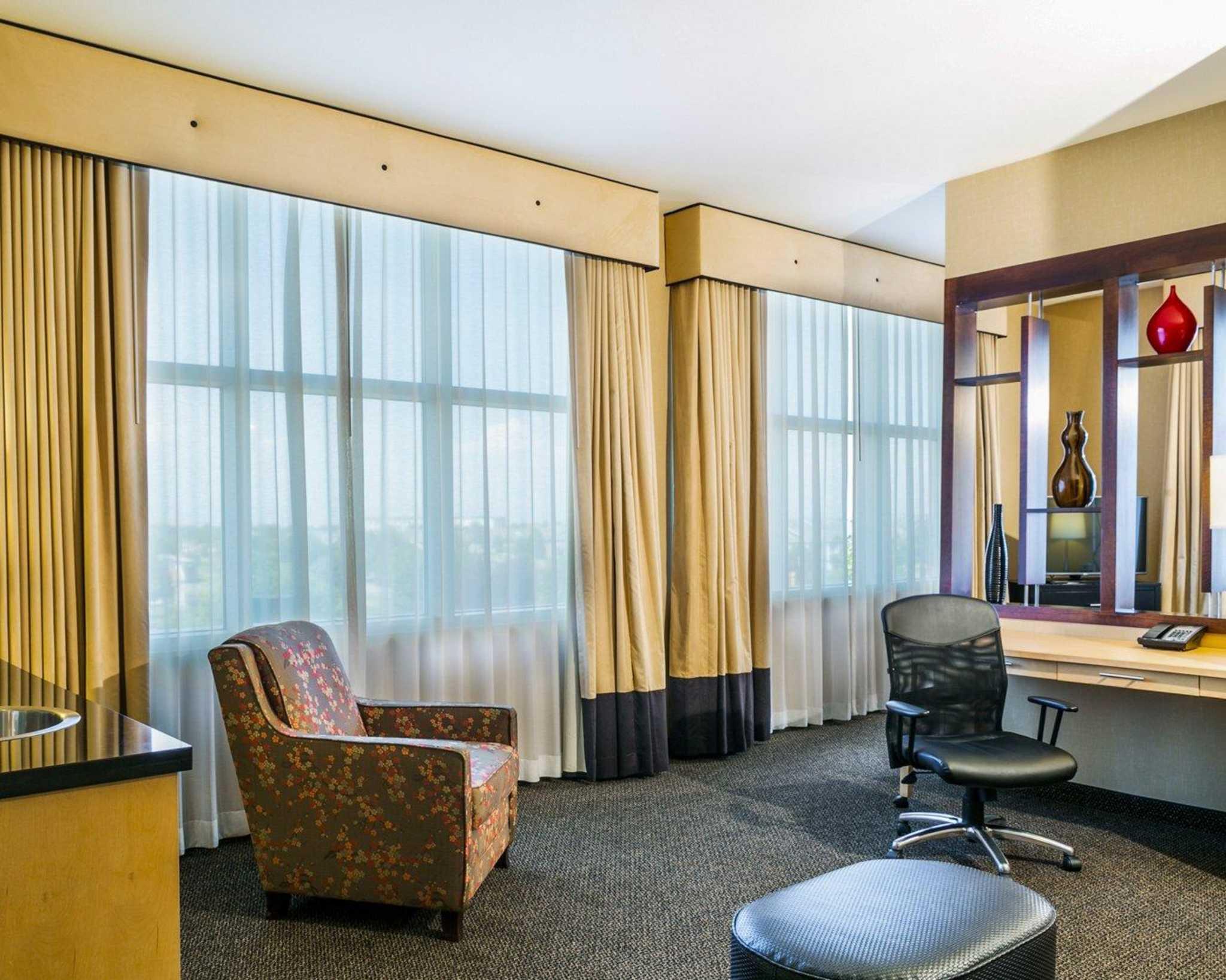 Cambria Hotel Denver International Airport image 11