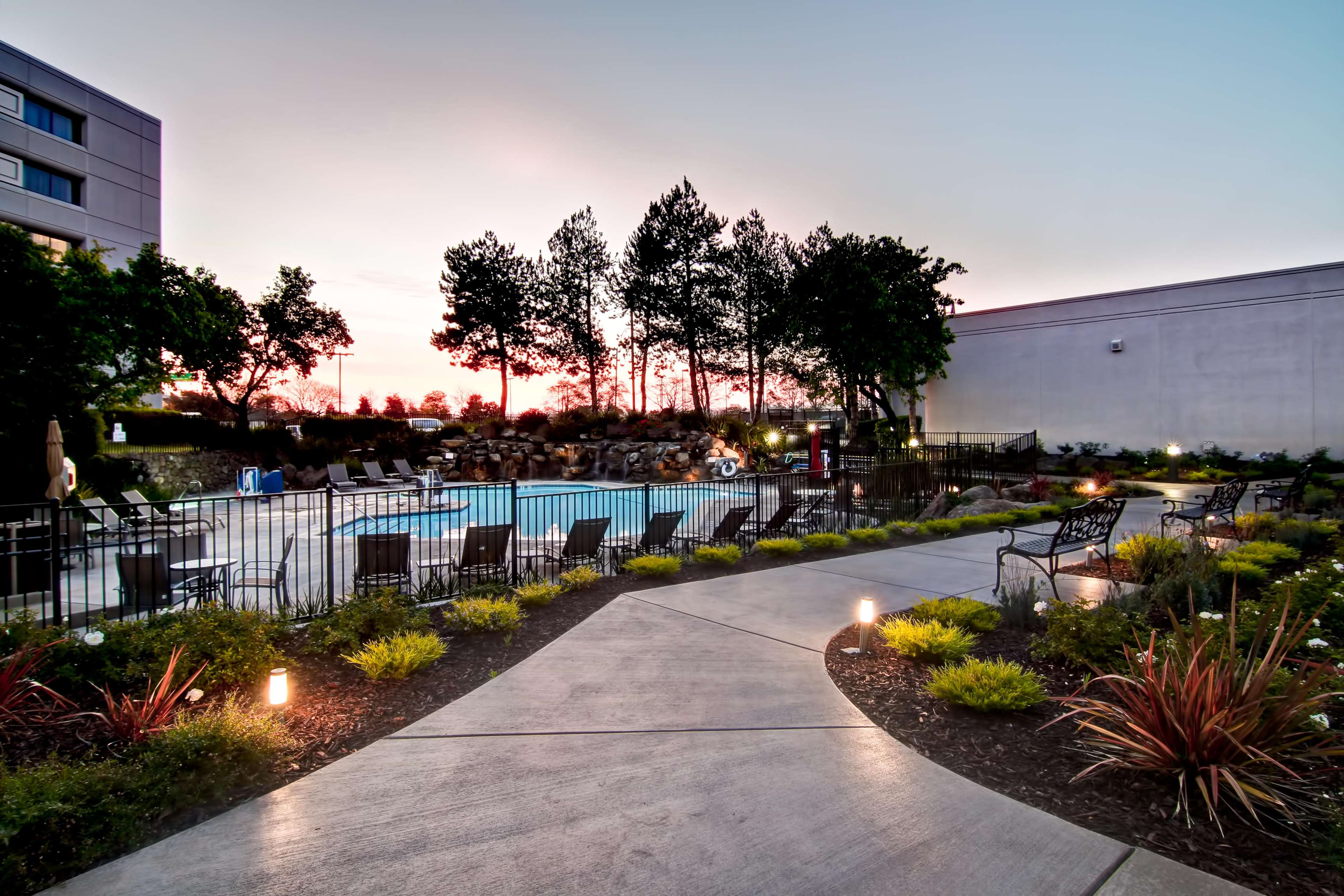 DoubleTree by Hilton Hotel Pleasanton at the Club image 6