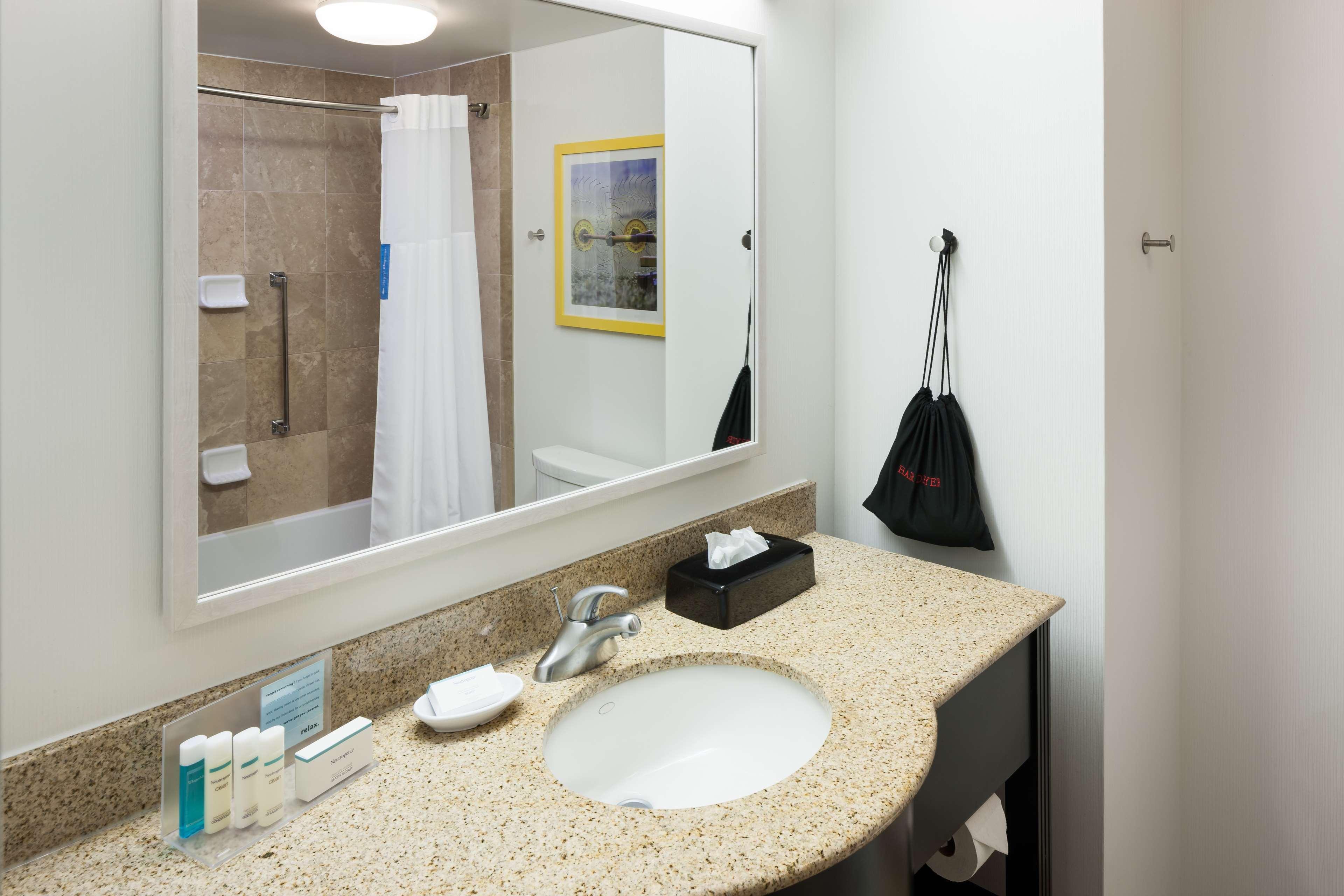Hampton Inn & Suites Jackson image 26