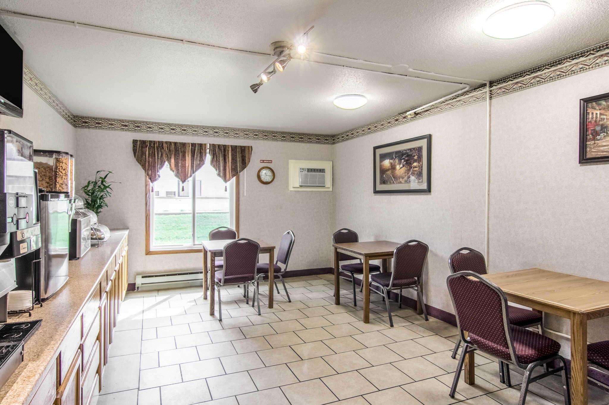 Rodeway Inn image 27