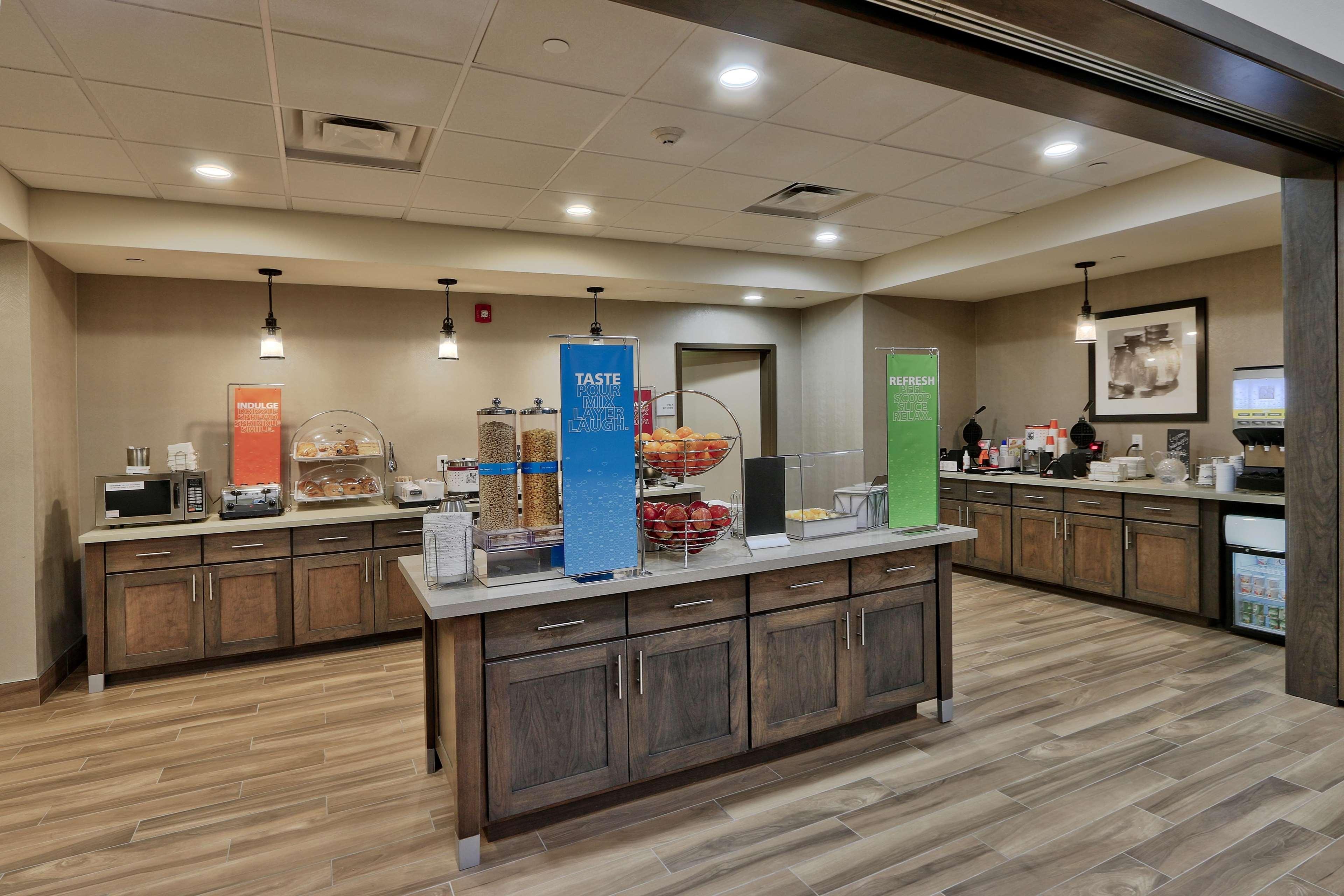 Hampton Inn & Suites Artesia image 8