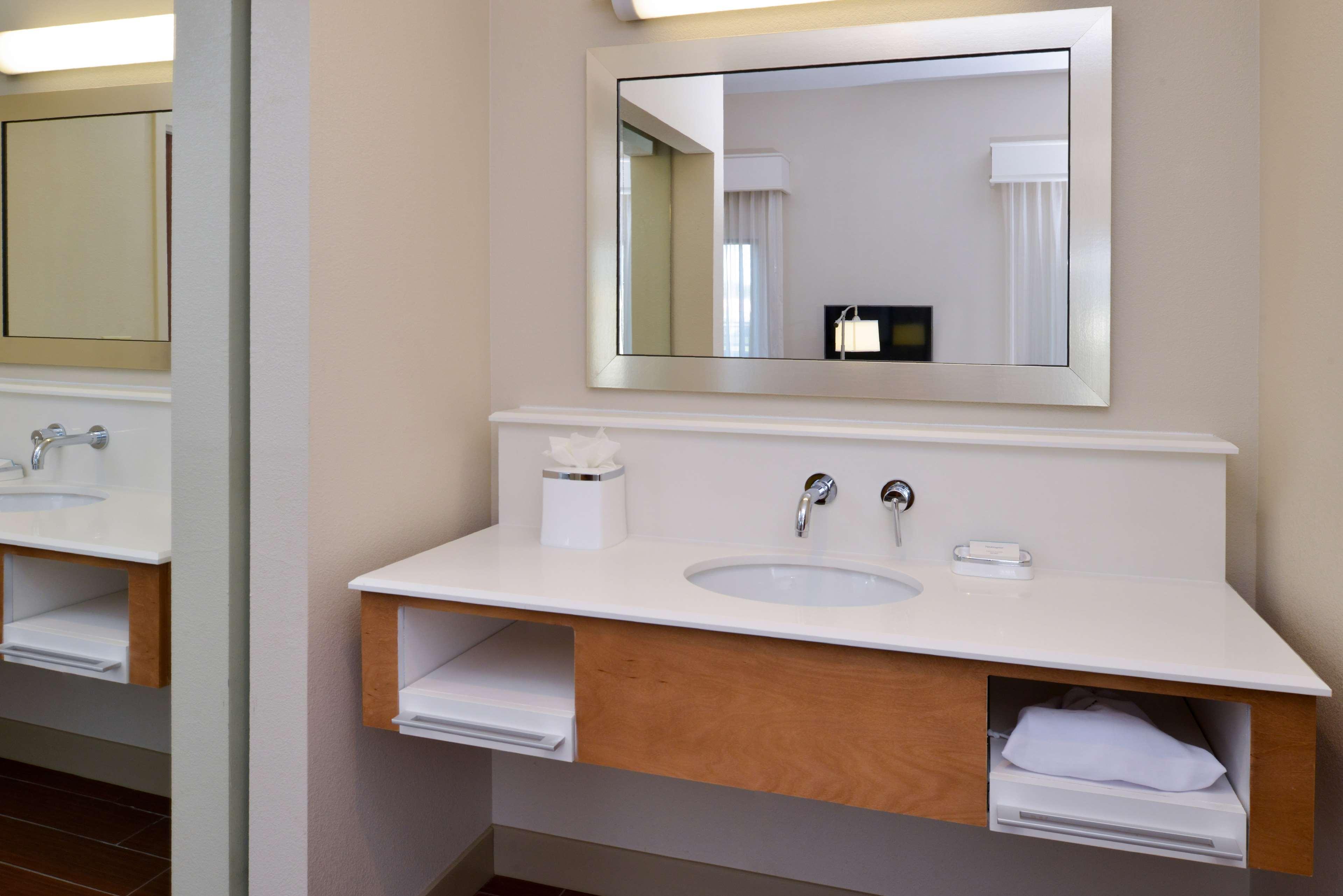 Hampton Inn & Suites Lonoke image 17