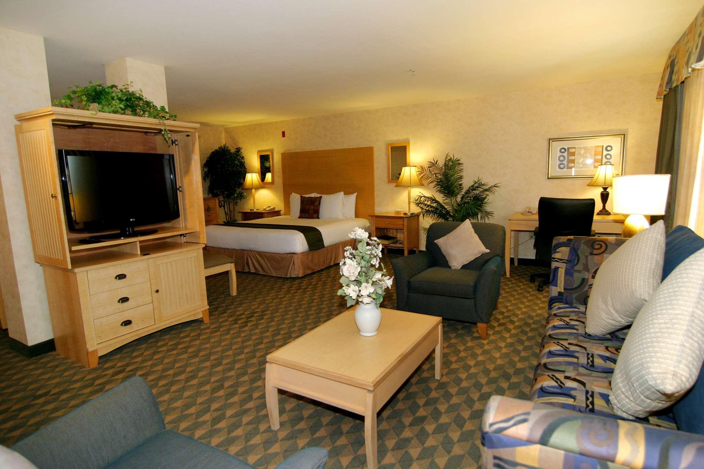 Best Western Plus North Las Vegas Inn & Suites image 8