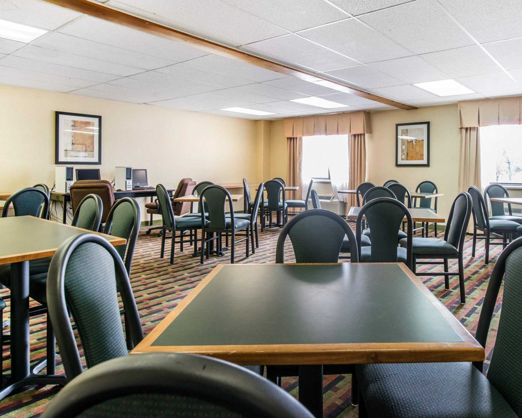 Quality Inn Colorado Springs Airport image 18