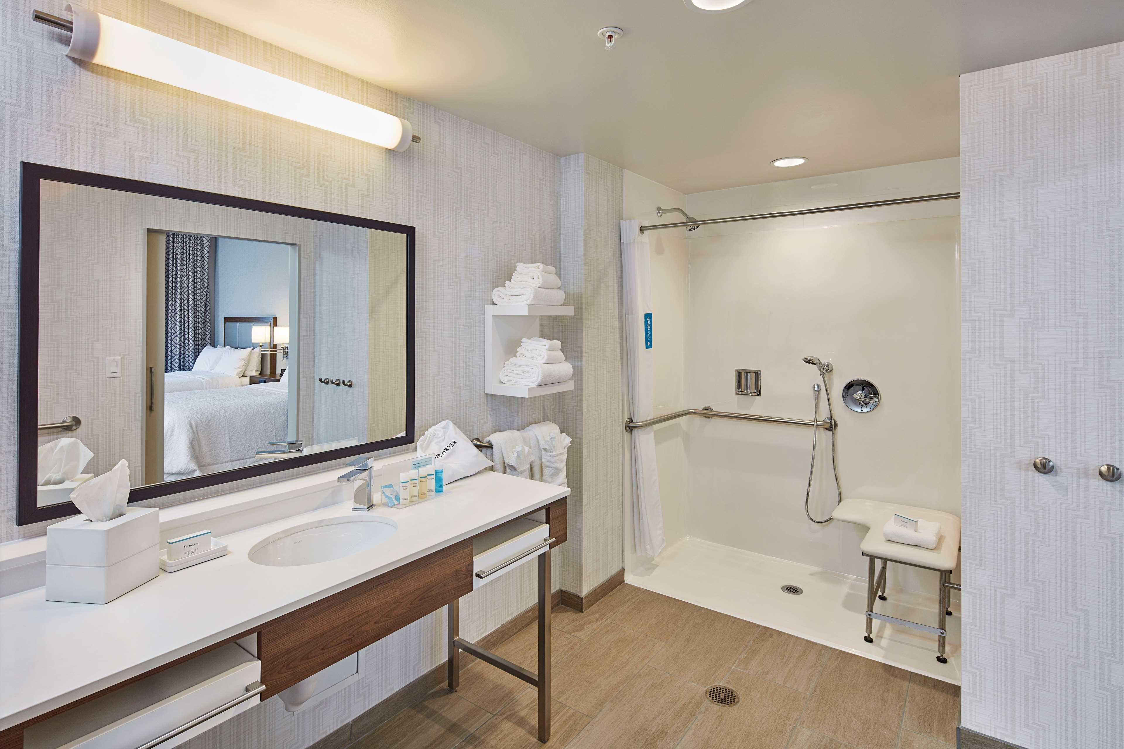 Hampton Inn & Suites Sacramento at CSUS image 40