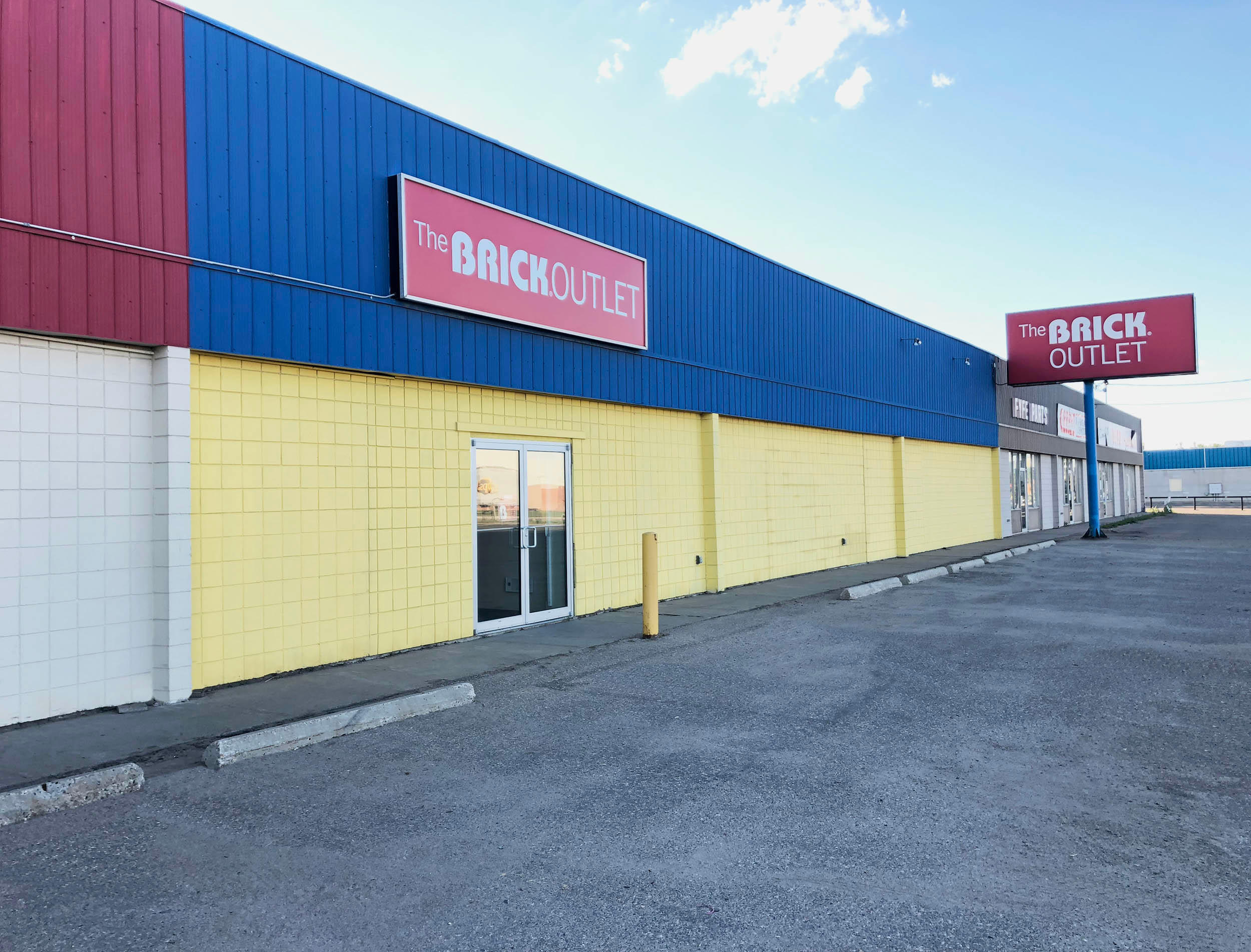 The Brick Outlet in Regina: Regina Outlet