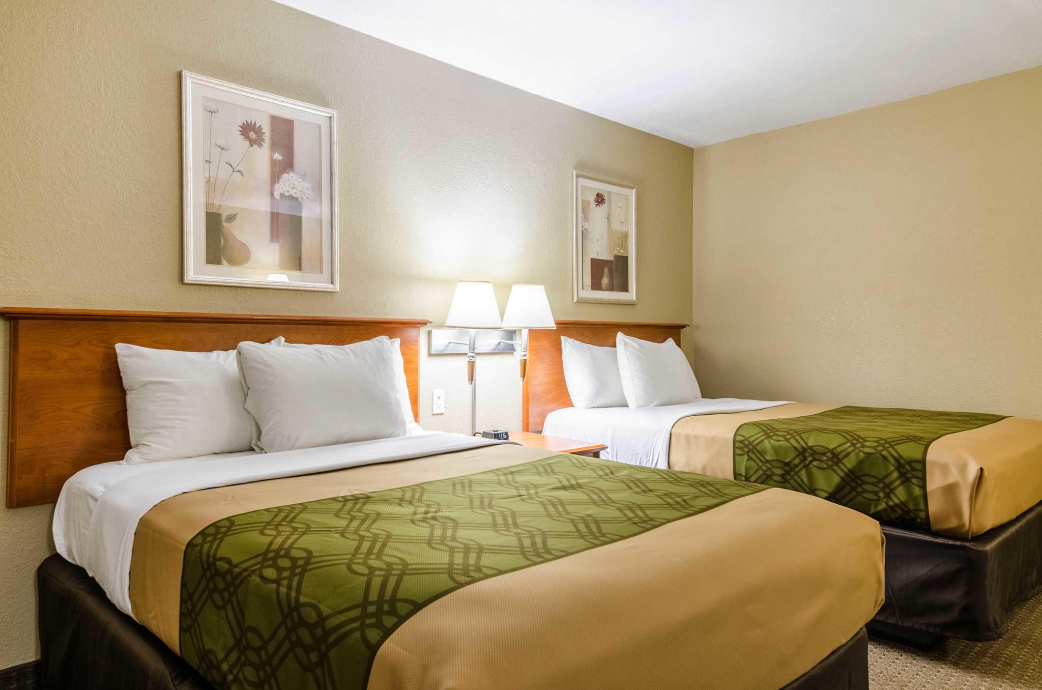 Econo Lodge  Inn & Suites I-35 at Shawnee Mission image 8