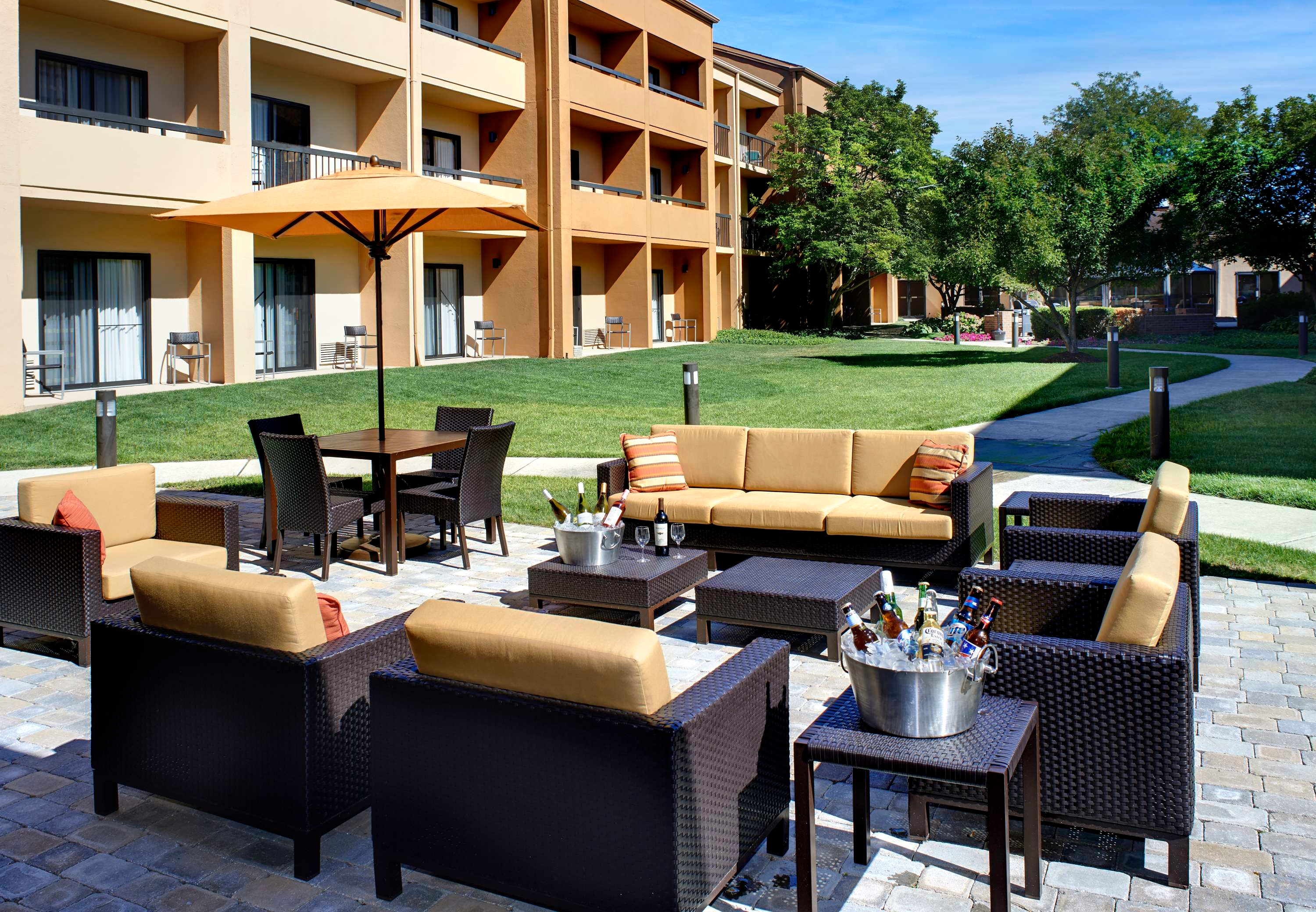 Courtyard by Marriott Toledo Airport Holland image 6